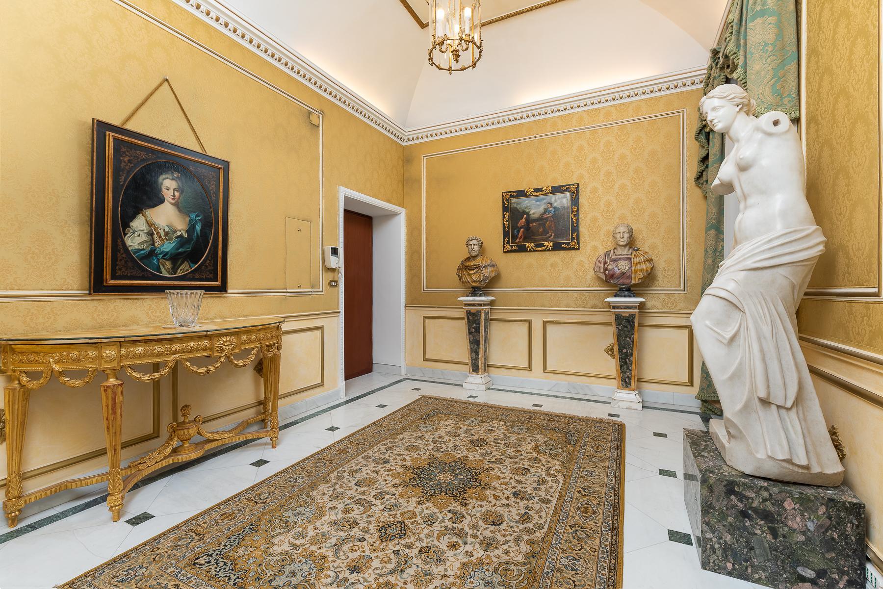 Роскошная квартира с большой террасой  в элегантном здании начала 900 года - 2