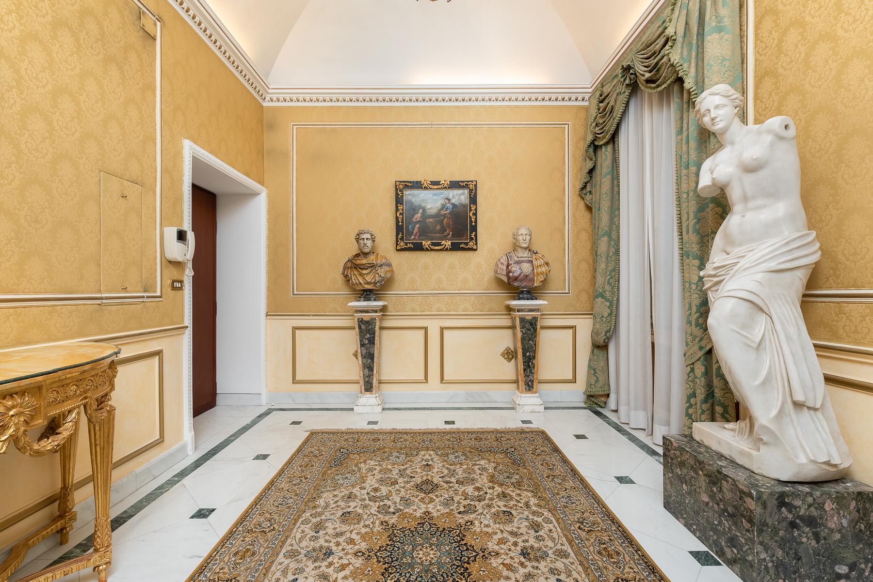 Роскошная квартира с большой террасой  в элегантном здании начала 900 года - 27