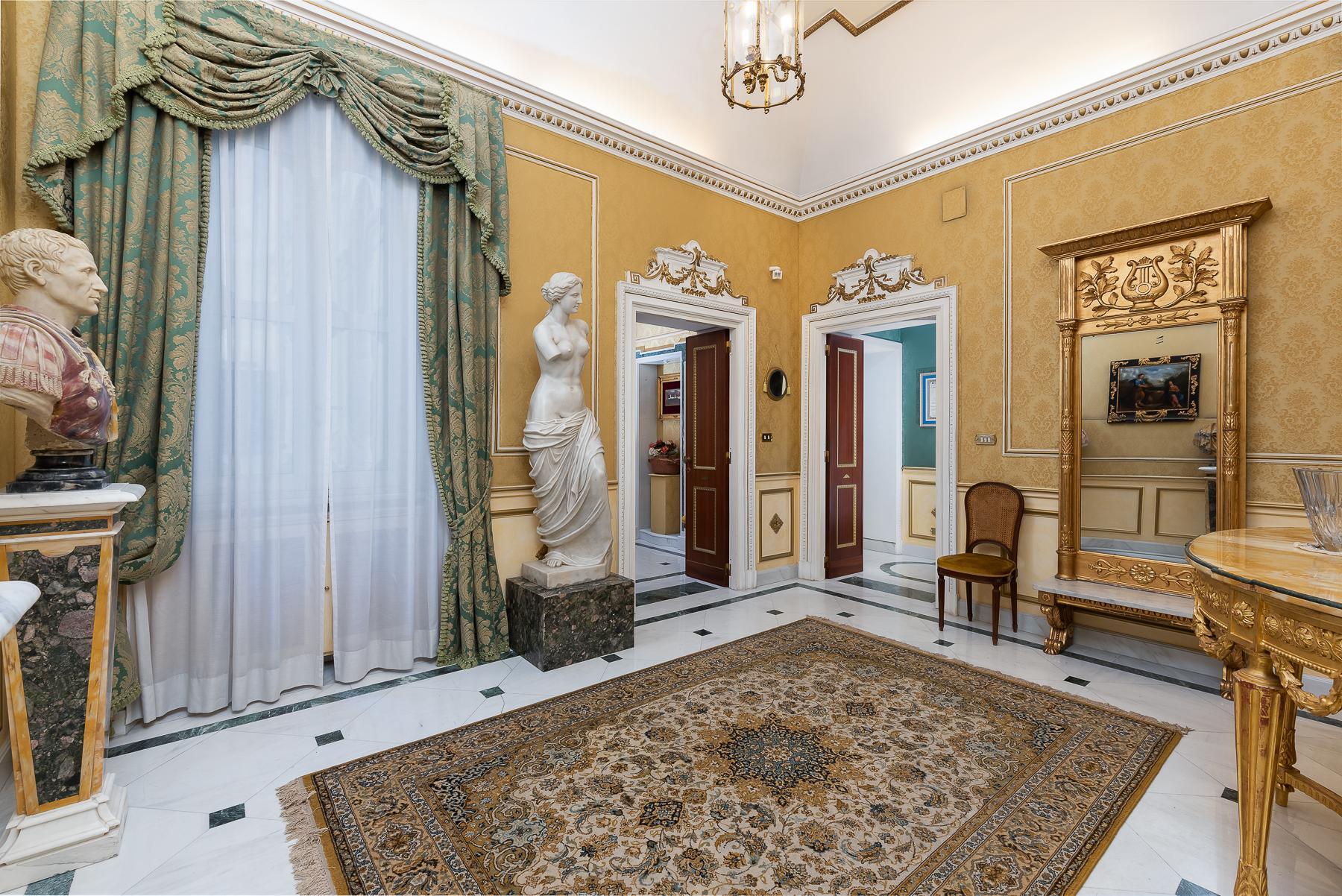 Роскошная квартира с большой террасой  в элегантном здании начала 900 года - 4