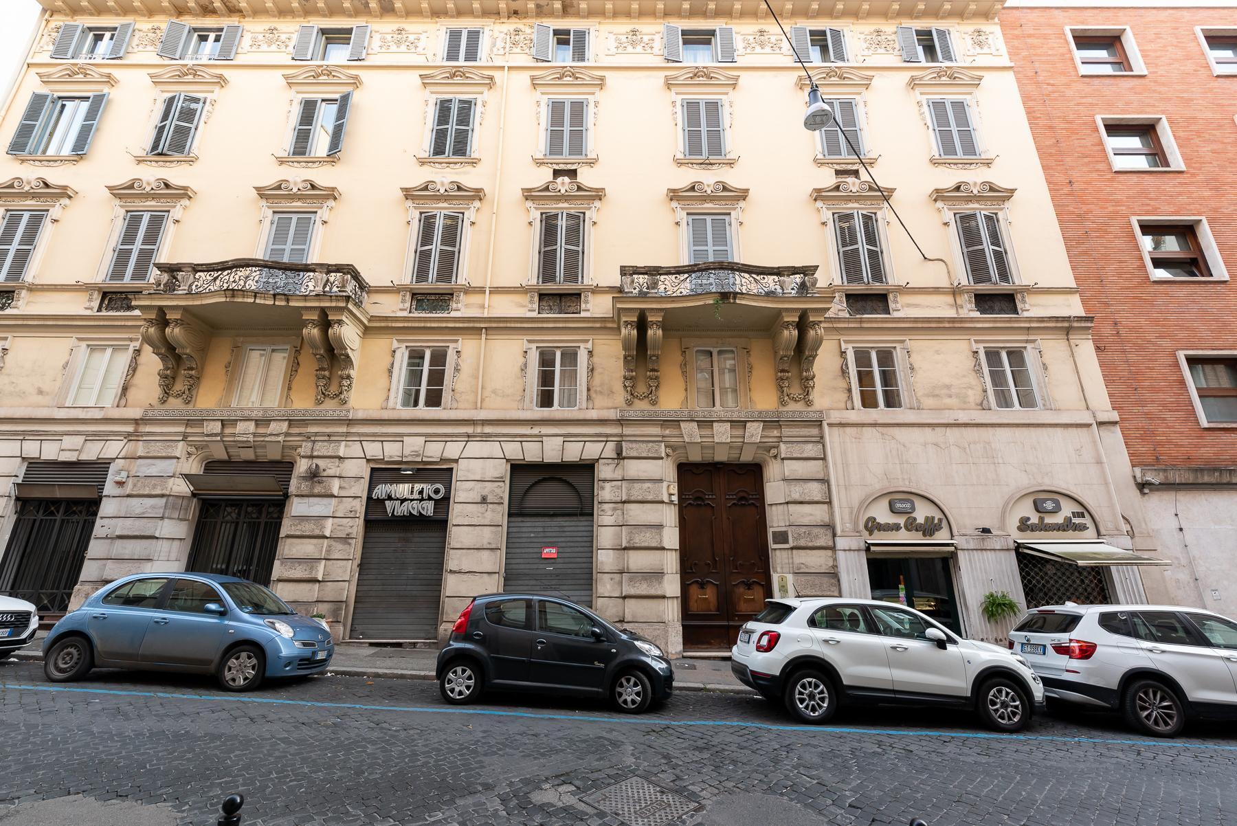 Роскошная квартира с большой террасой  в элегантном здании начала 900 года - 29