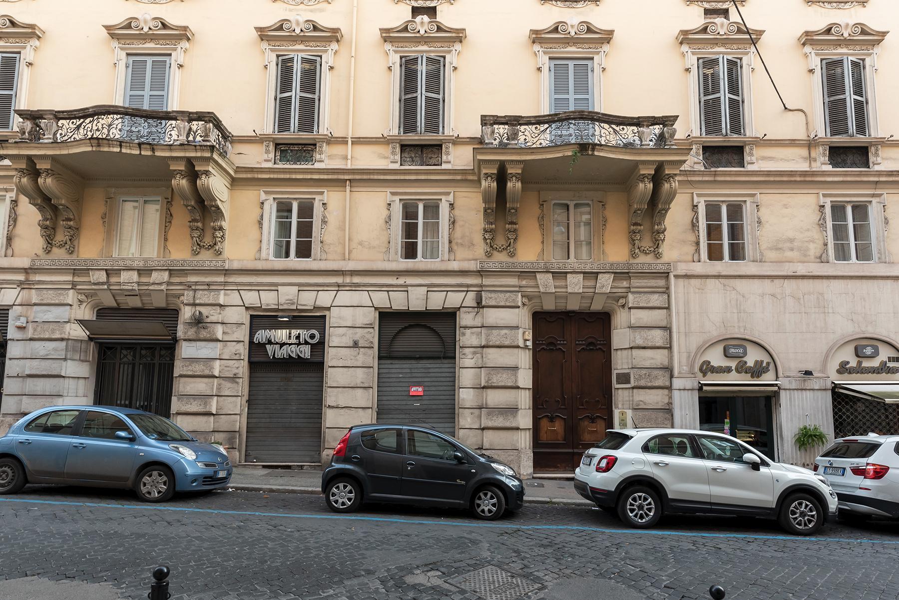 Роскошная квартира с большой террасой  в элегантном здании начала 900 года - 30