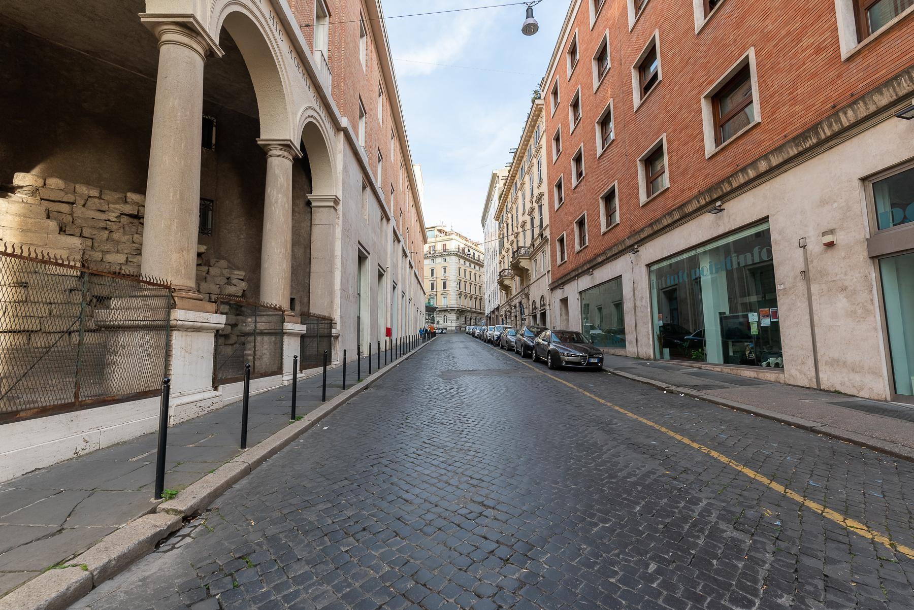 Роскошная квартира с большой террасой  в элегантном здании начала 900 года - 32