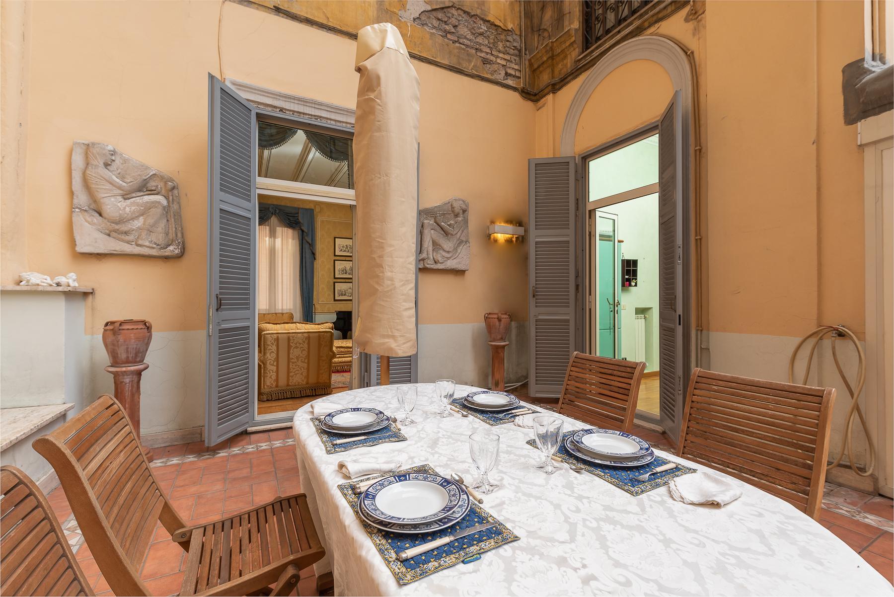 Роскошная квартира с большой террасой  в элегантном здании начала 900 года - 12