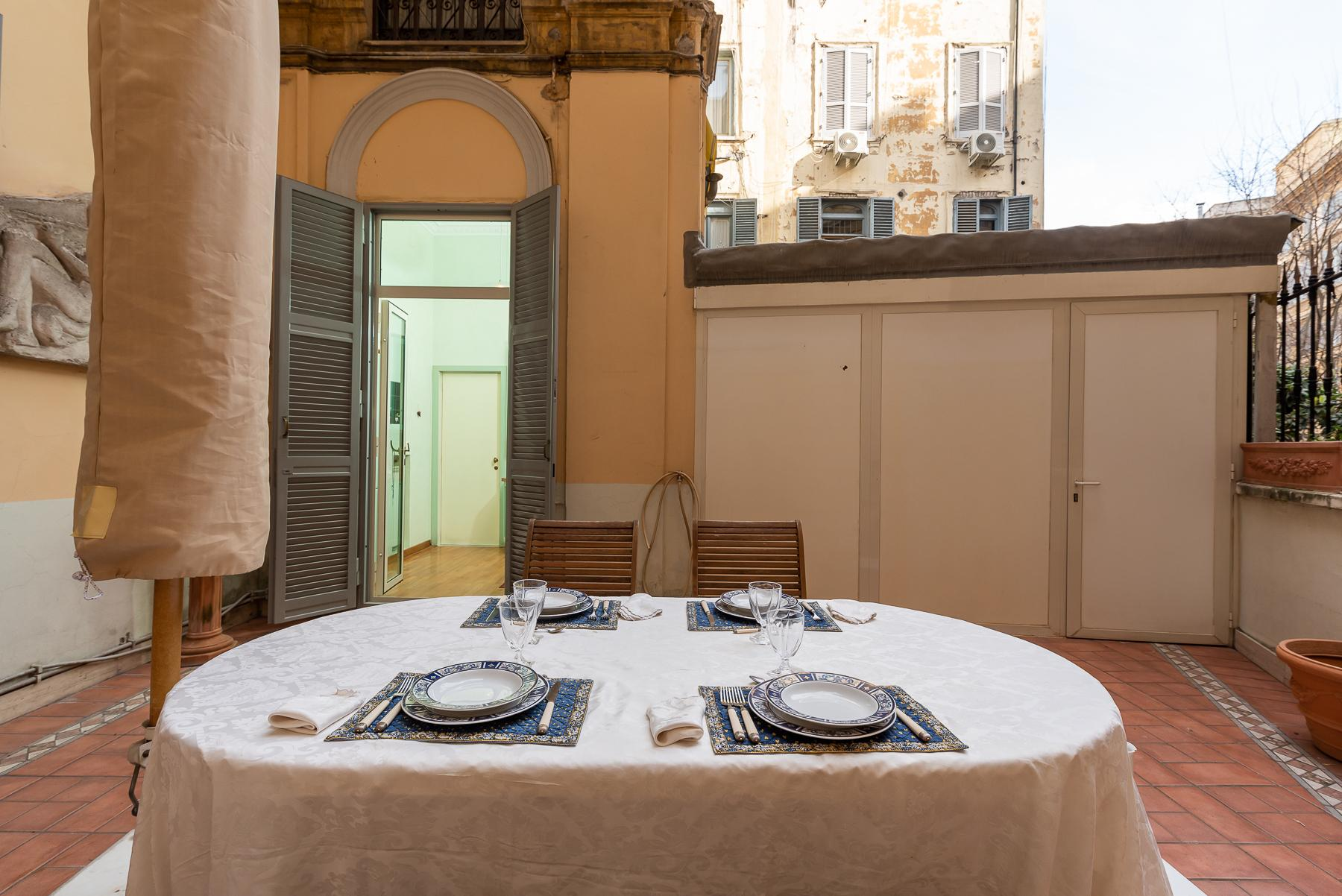 Роскошная квартира с большой террасой  в элегантном здании начала 900 года - 35