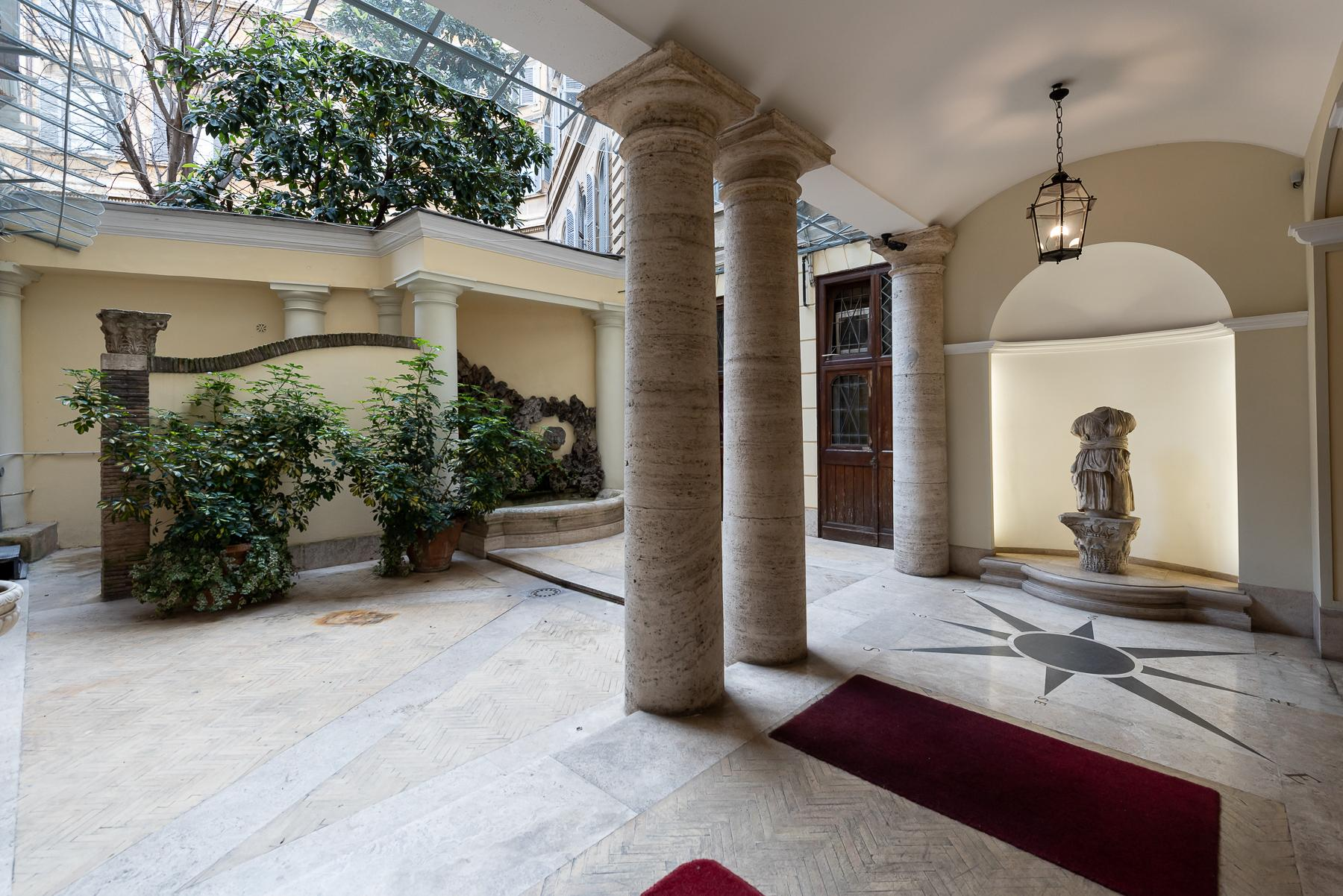 Роскошная квартира с большой террасой  в элегантном здании начала 900 года - 36