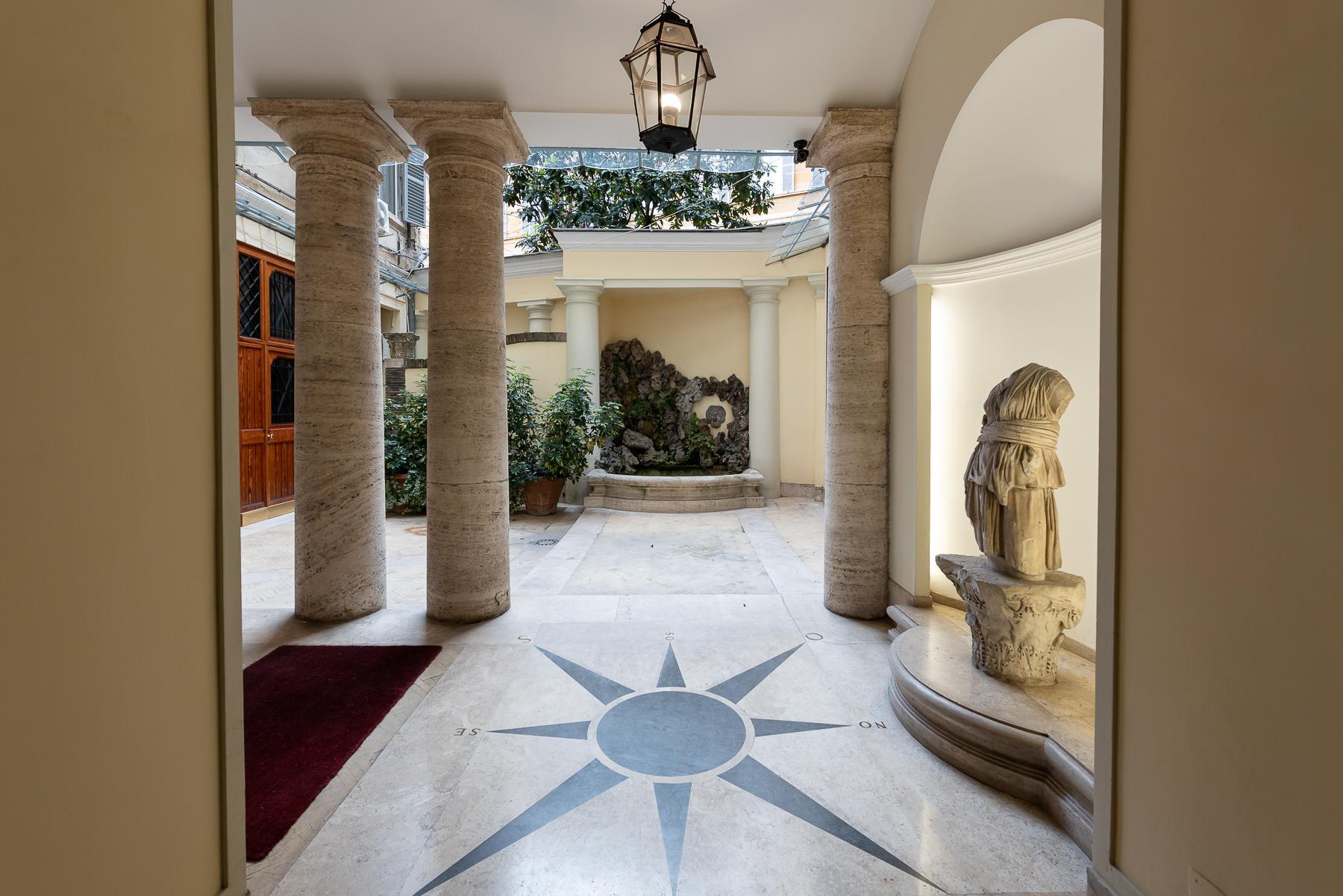 Роскошная квартира с большой террасой  в элегантном здании начала 900 года - 37