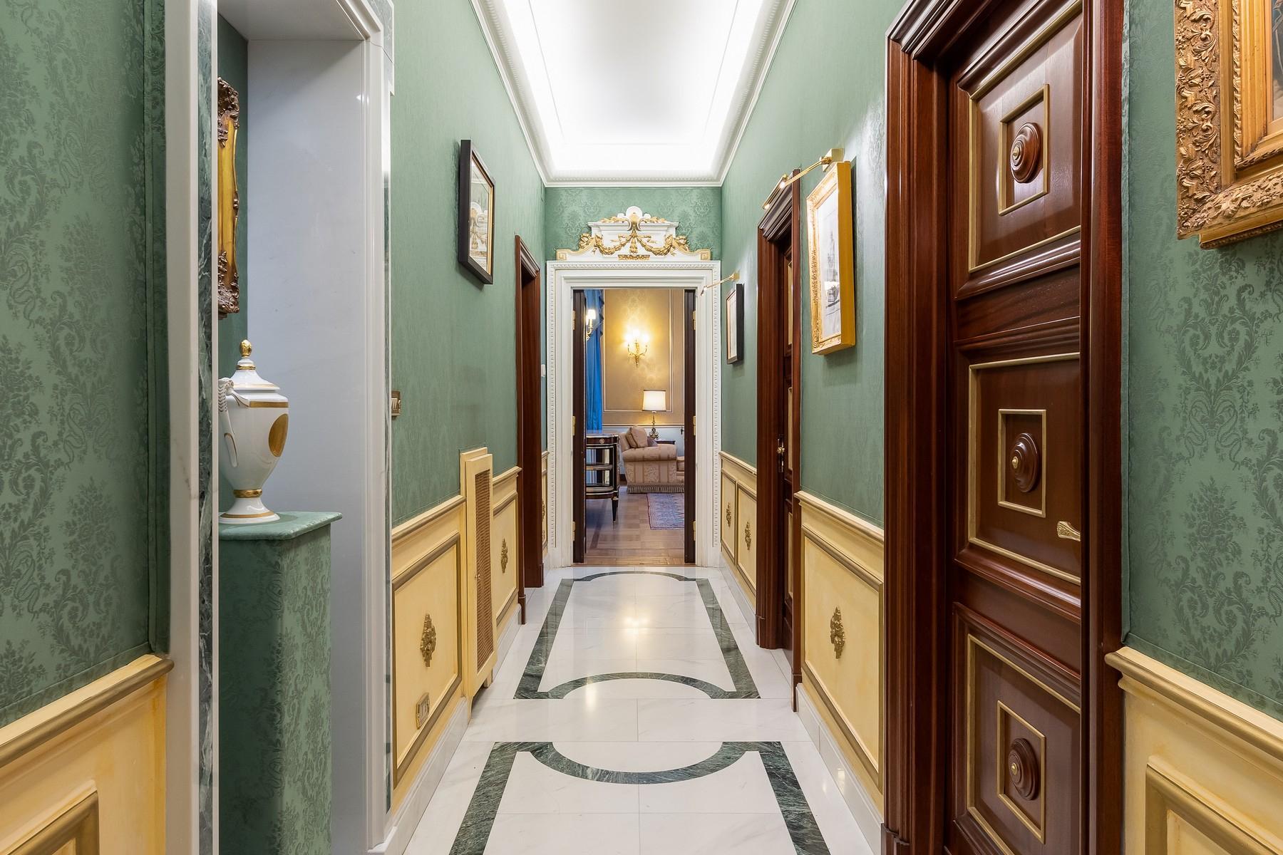 Роскошная квартира с большой террасой  в элегантном здании начала 900 года - 7