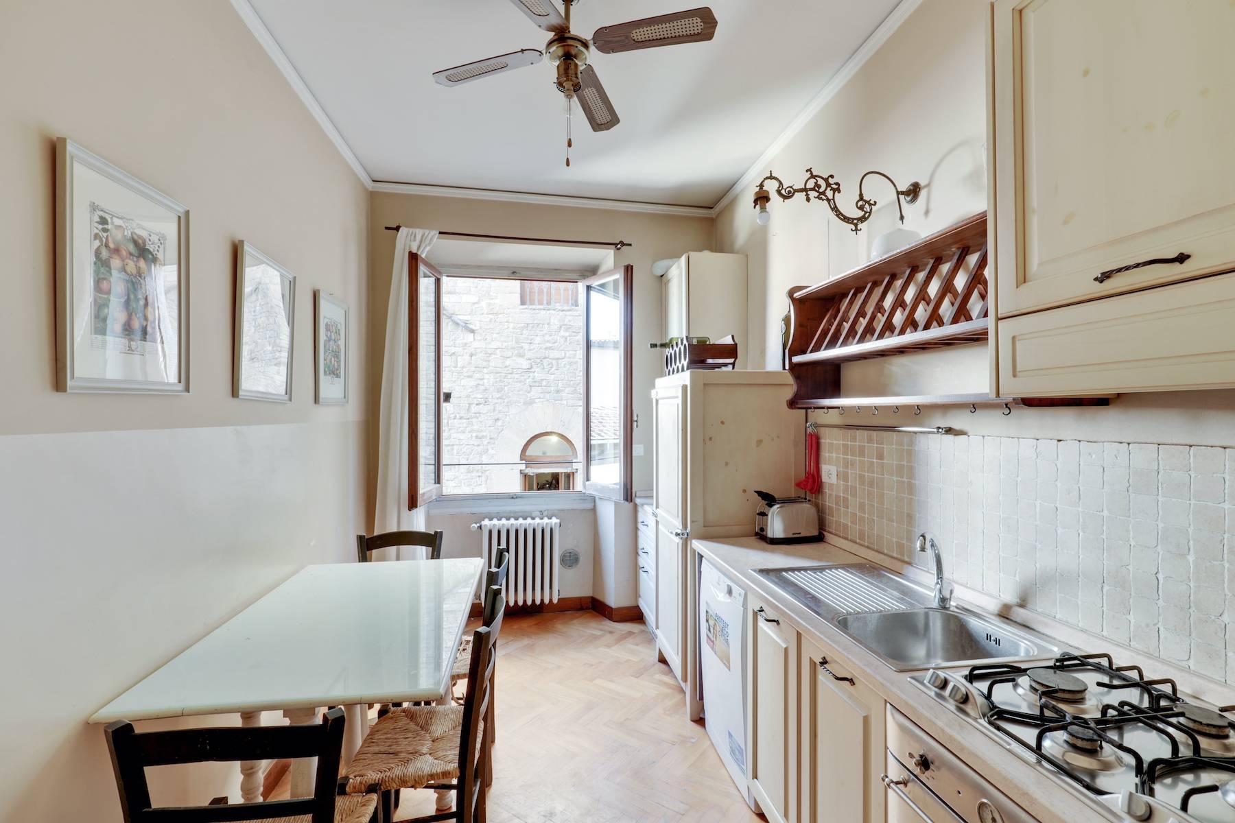 Luxury apartment adjacent to Ponte Vecchio - 9