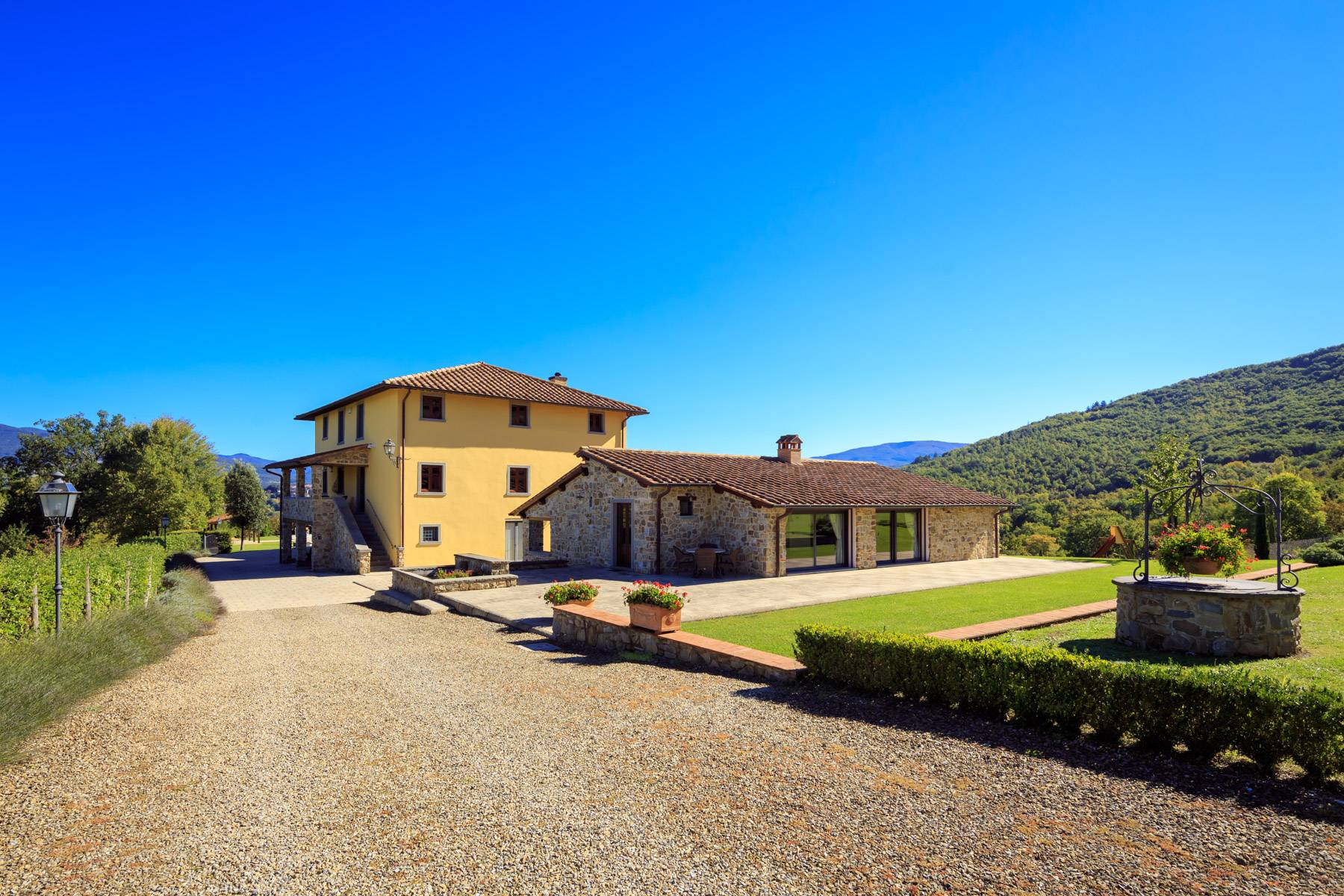 Marvelous estate with views over the Casentino valley - 2