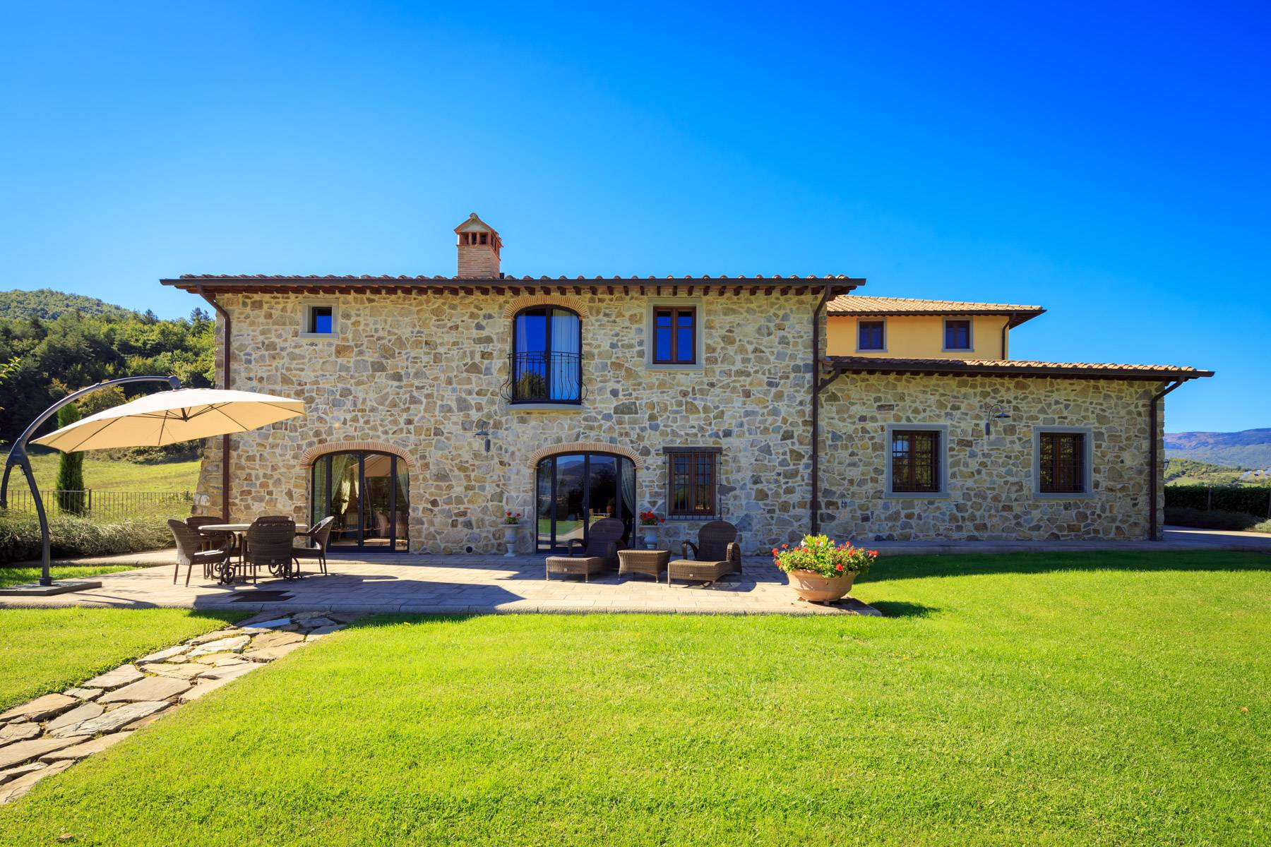 Marvelous estate with views over the Casentino valley - 3