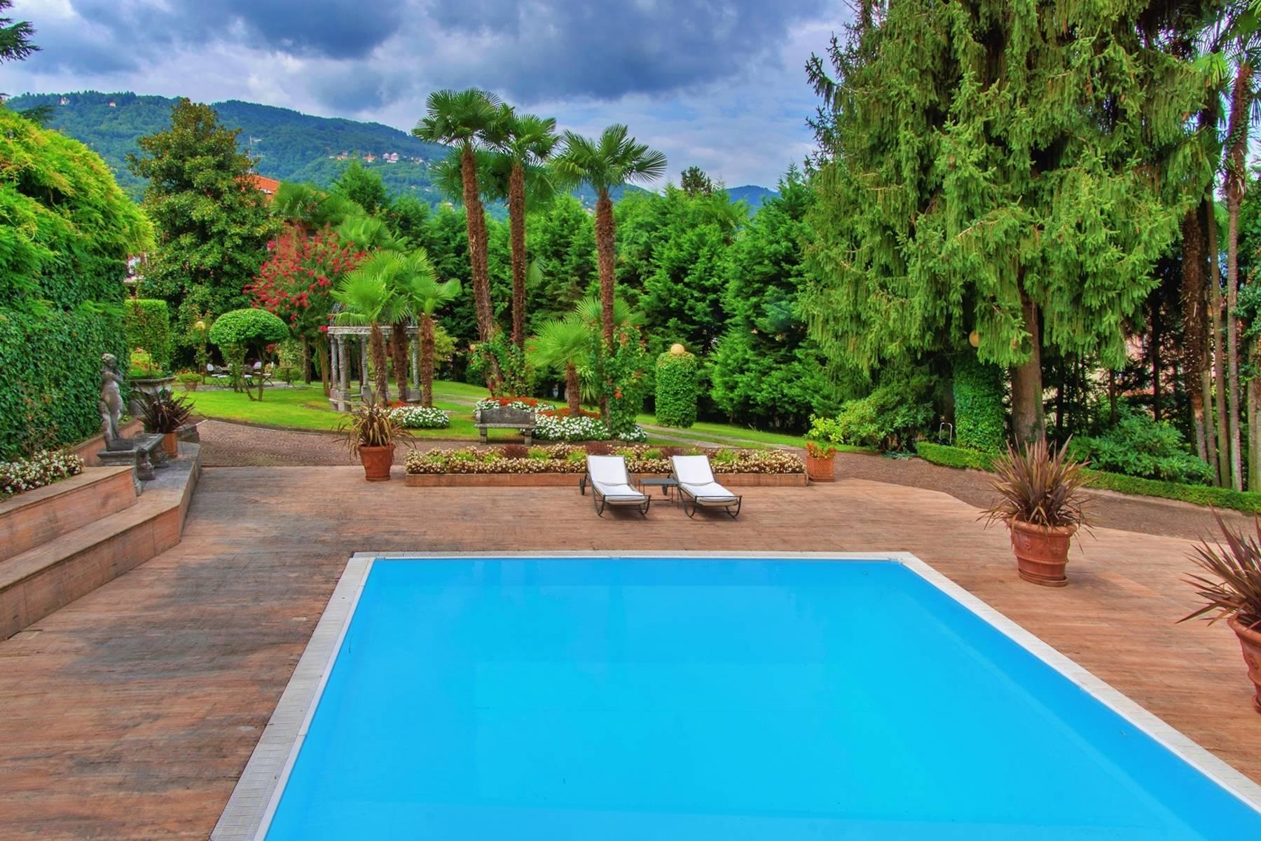 Maestosa villa d'epoca con piscina e torretta nel cuore di Stresa - 6