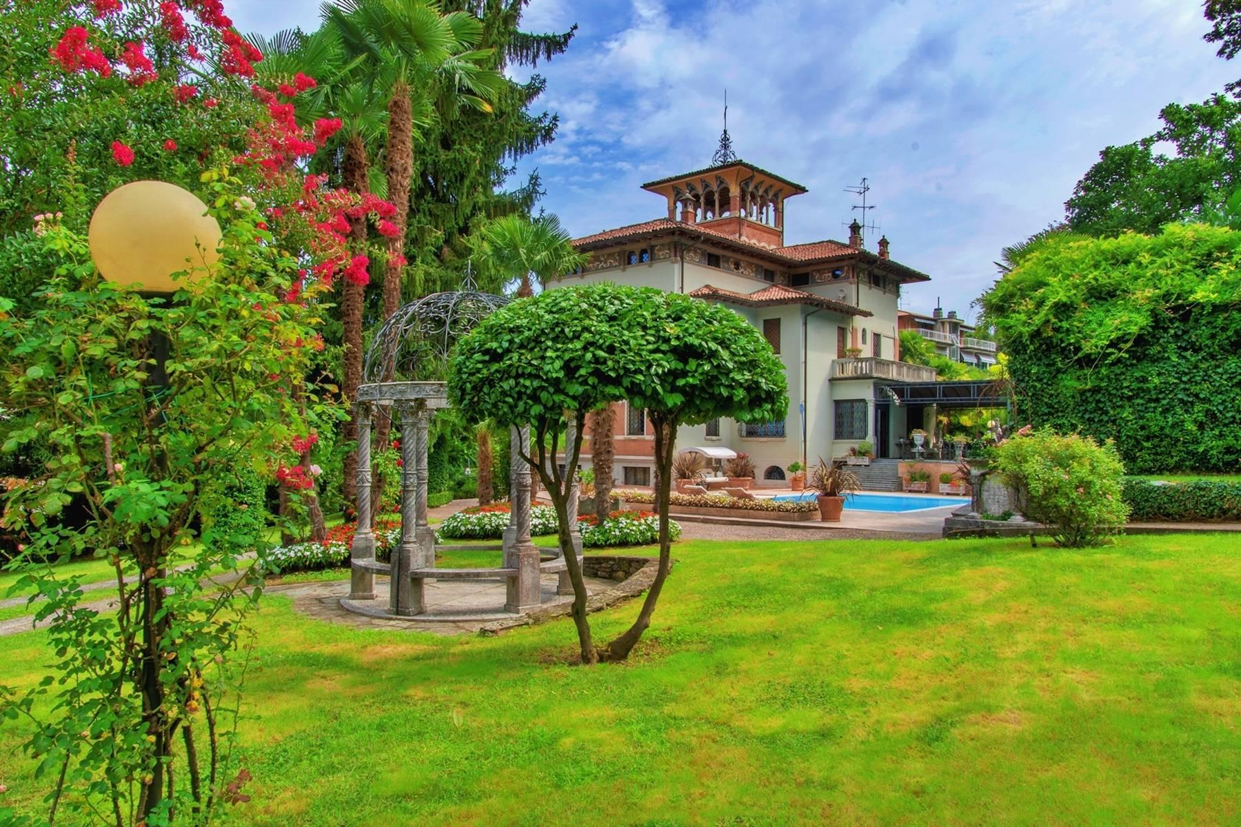 Maestosa villa d'epoca con piscina e torretta nel cuore di Stresa - 5