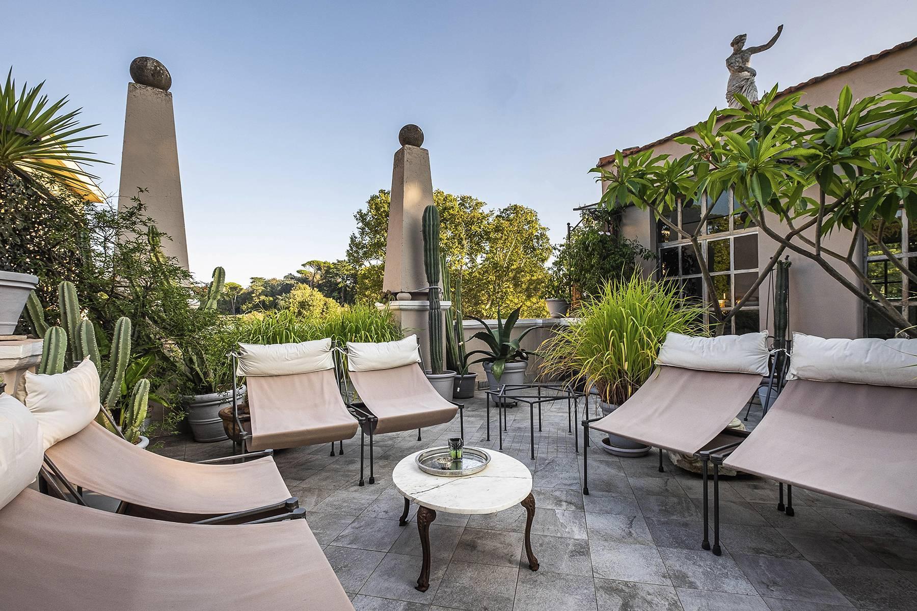 Gorgeous duplex penthouse with terraces in unique location - 4