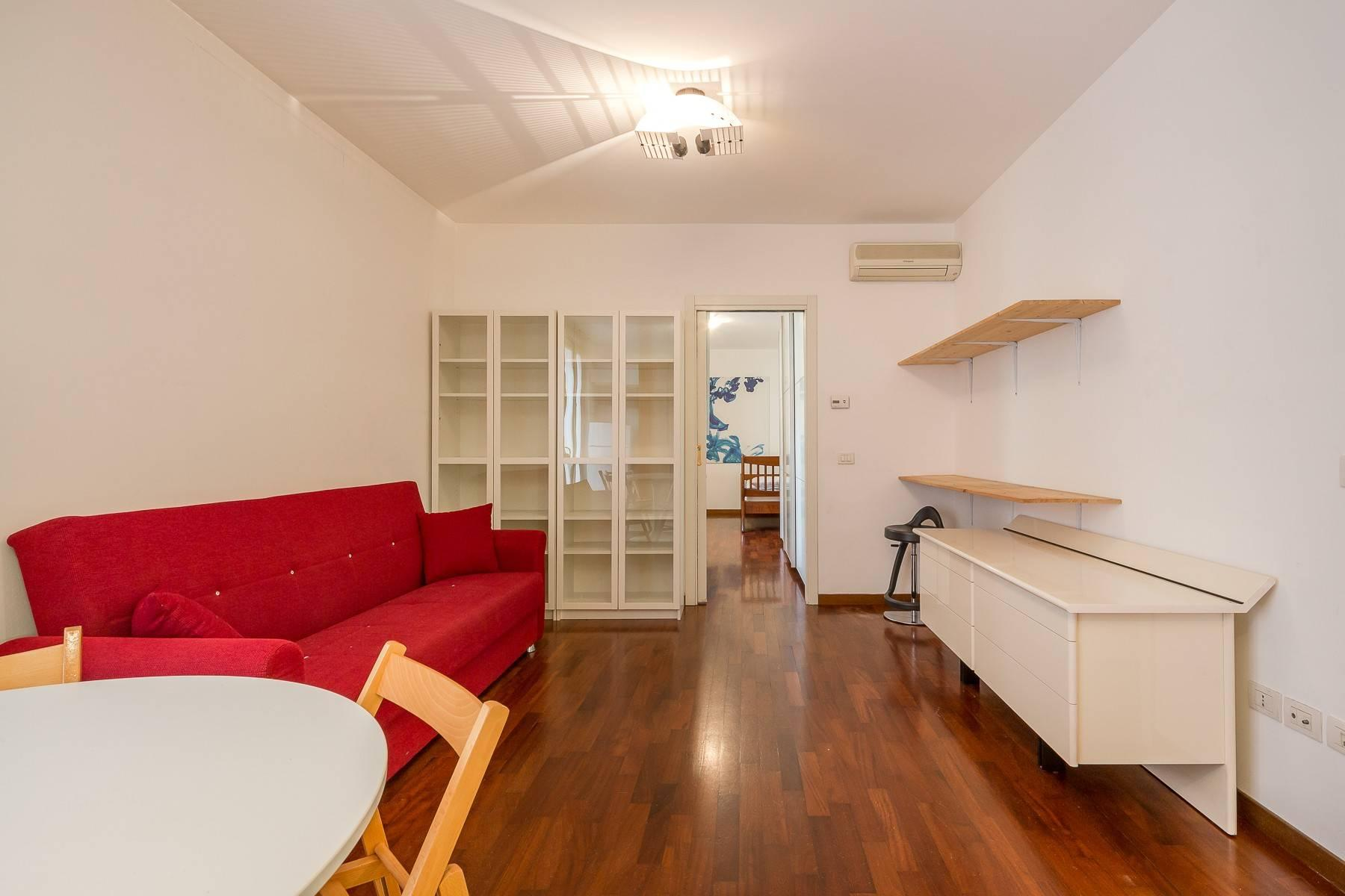 One-bedroom apartment in the Isola area - 10