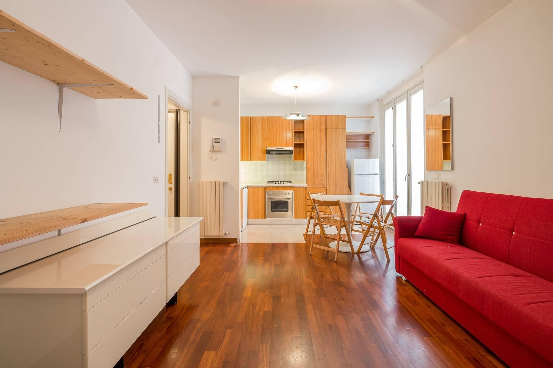 One-bedroom apartment in the Isola area - 11