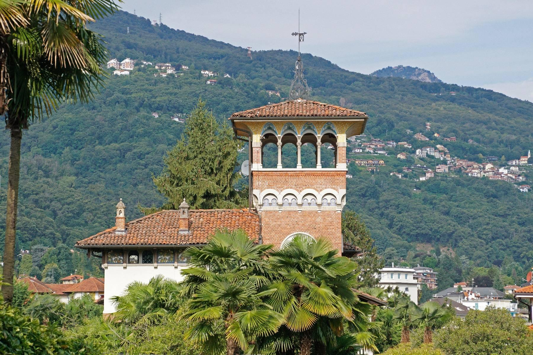 Majestic period villa with swimming pool and tower in the heart of Stresa - 3