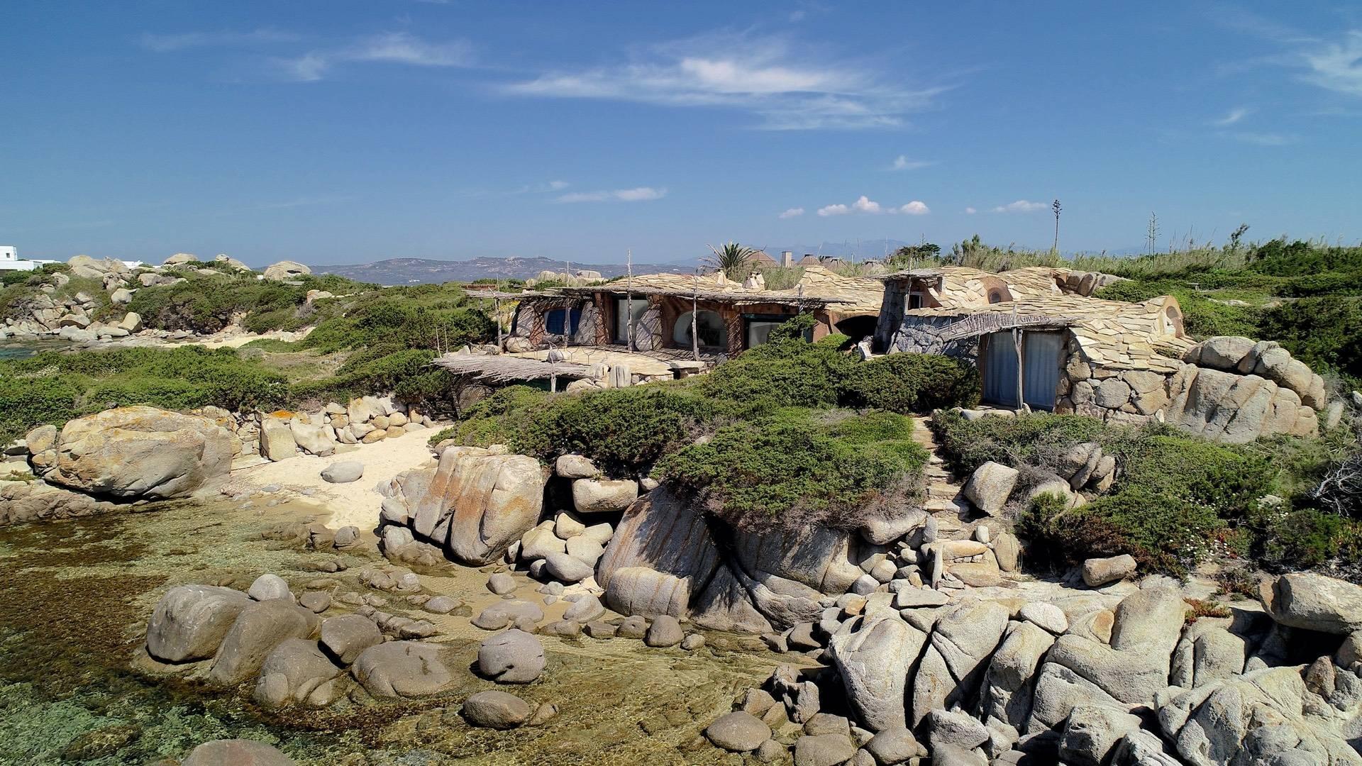 Ile de Cavallo, Corse - Villa pied-dans-l'eau créée par l'architecte Savin Couelle - 2