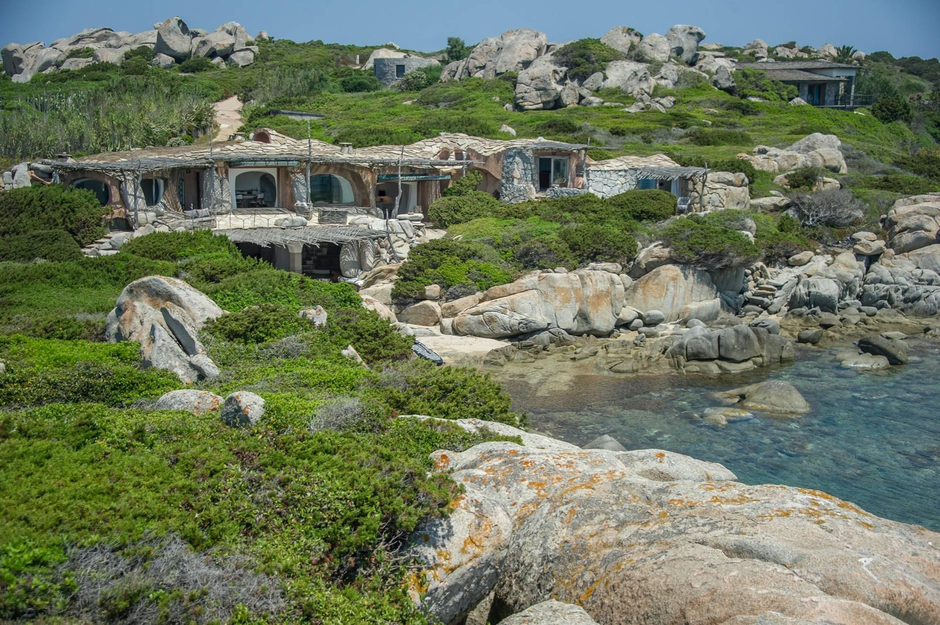 Iconica villa pieds dans l'eau all'ile de Cavallo - 18