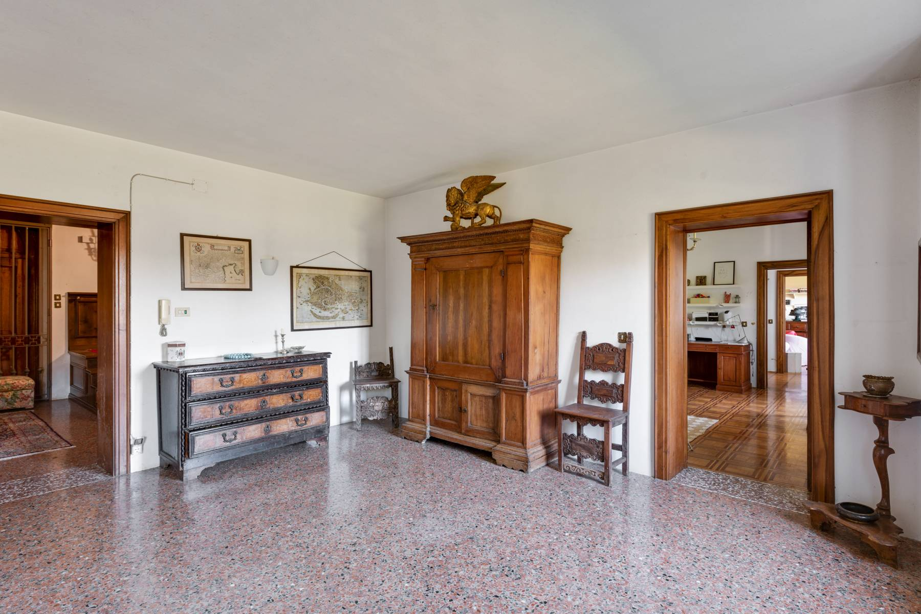 Stunning 18th century villa with 45 hectares of land - 23