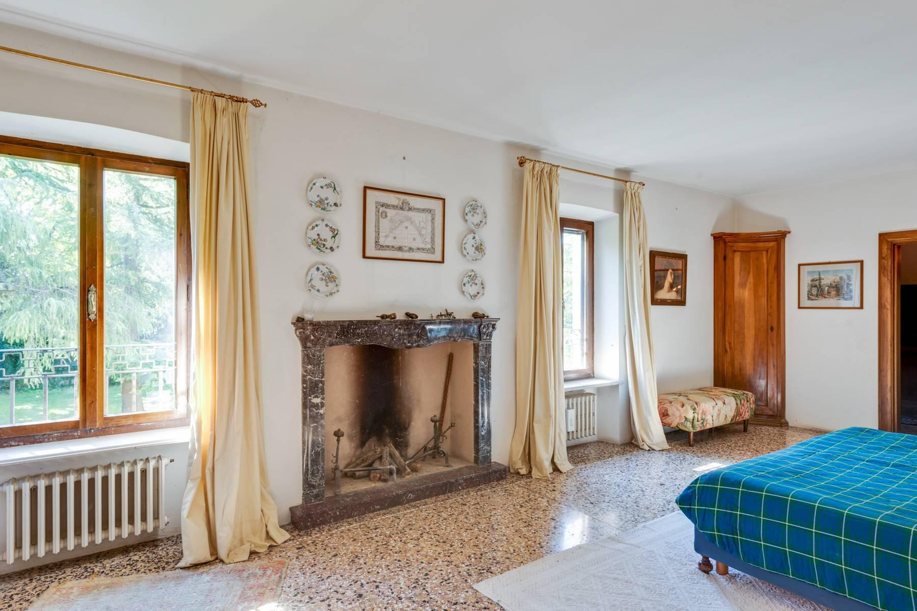 Stunning 18th century villa with 45 hectares of land - 30