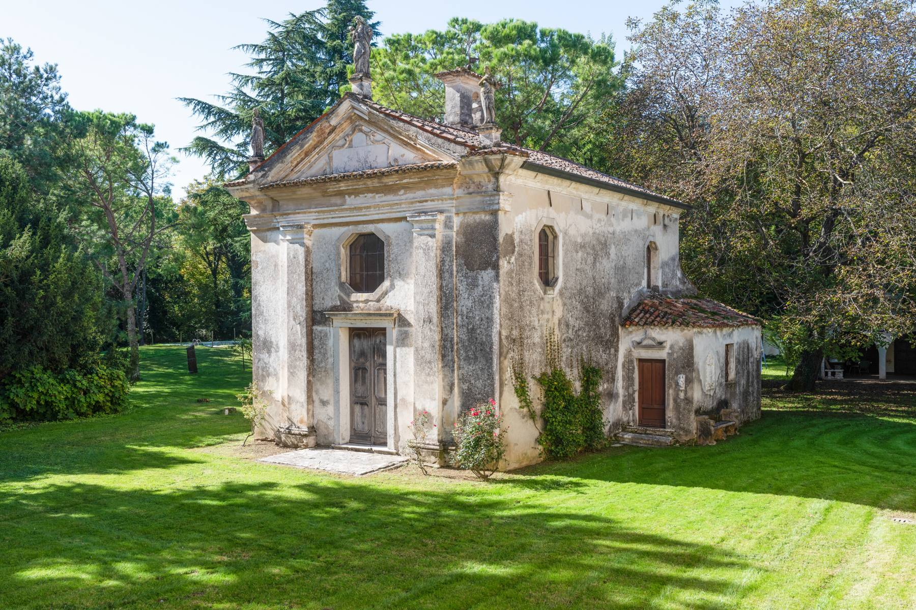 Stunning 18th century villa with 45 hectares of land - 12
