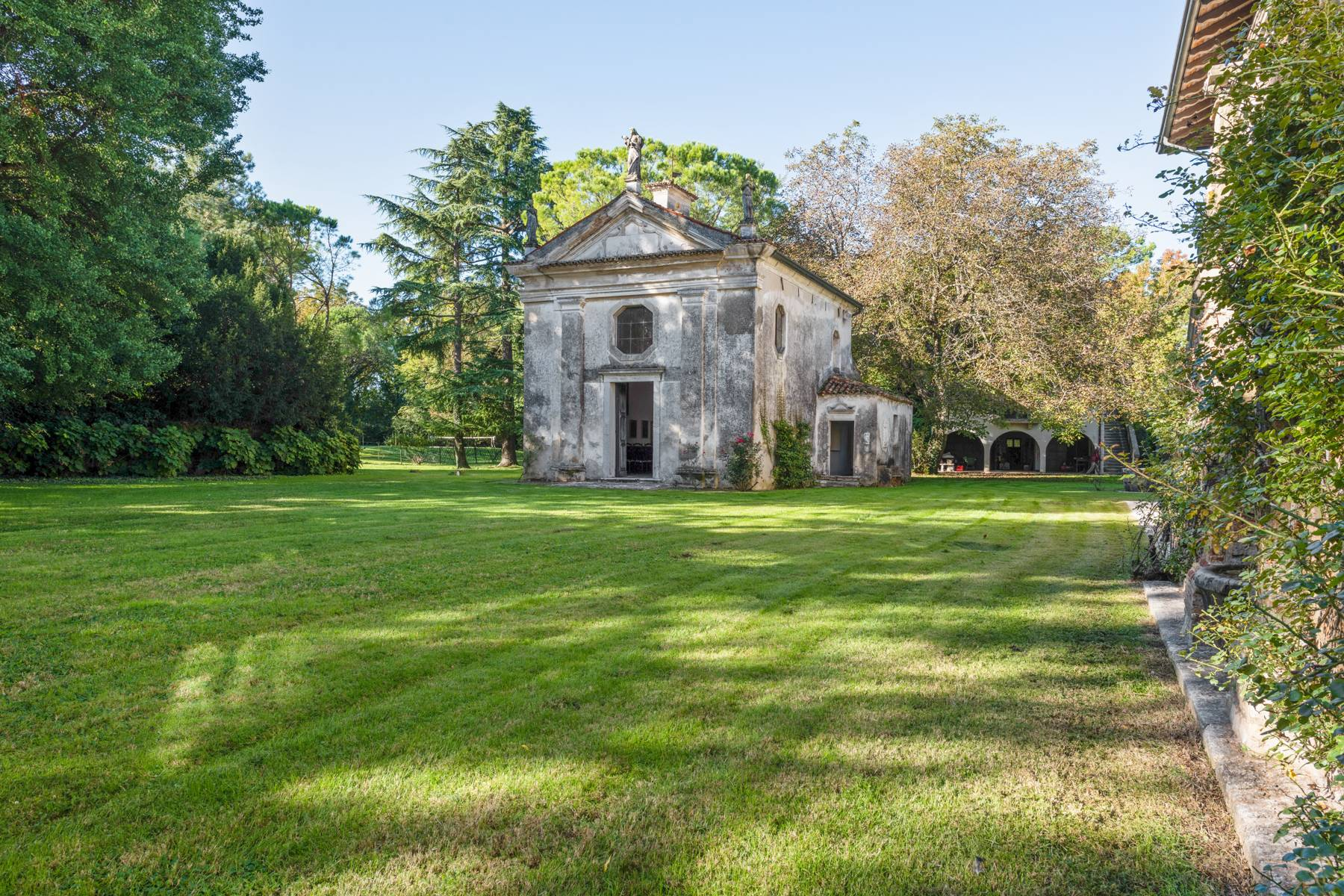 Stunning 18th century villa with 45 hectares of land - 19