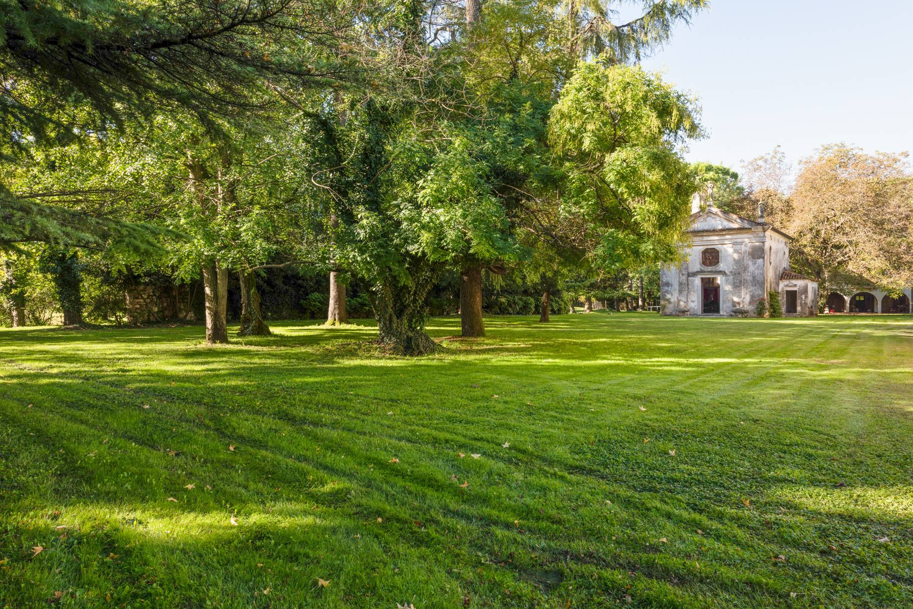 Stunning 18th century villa with 45 hectares of land - 20