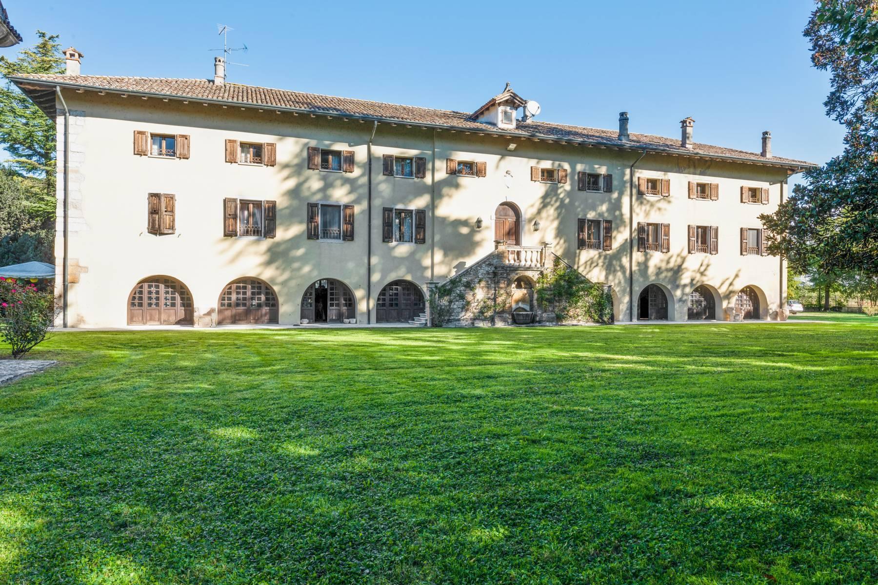 Splendida villa del'700 con oltre 45 ettari di terreno - 2