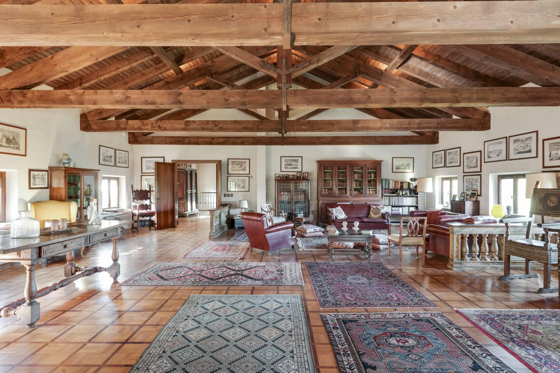 Splendida villa del'700 con oltre 45 ettari di terreno - 3