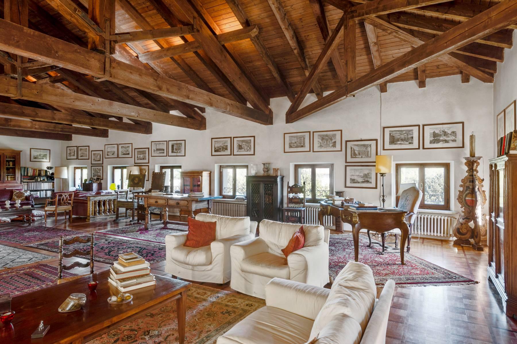 Splendida villa del'700 con oltre 45 ettari di terreno - 1