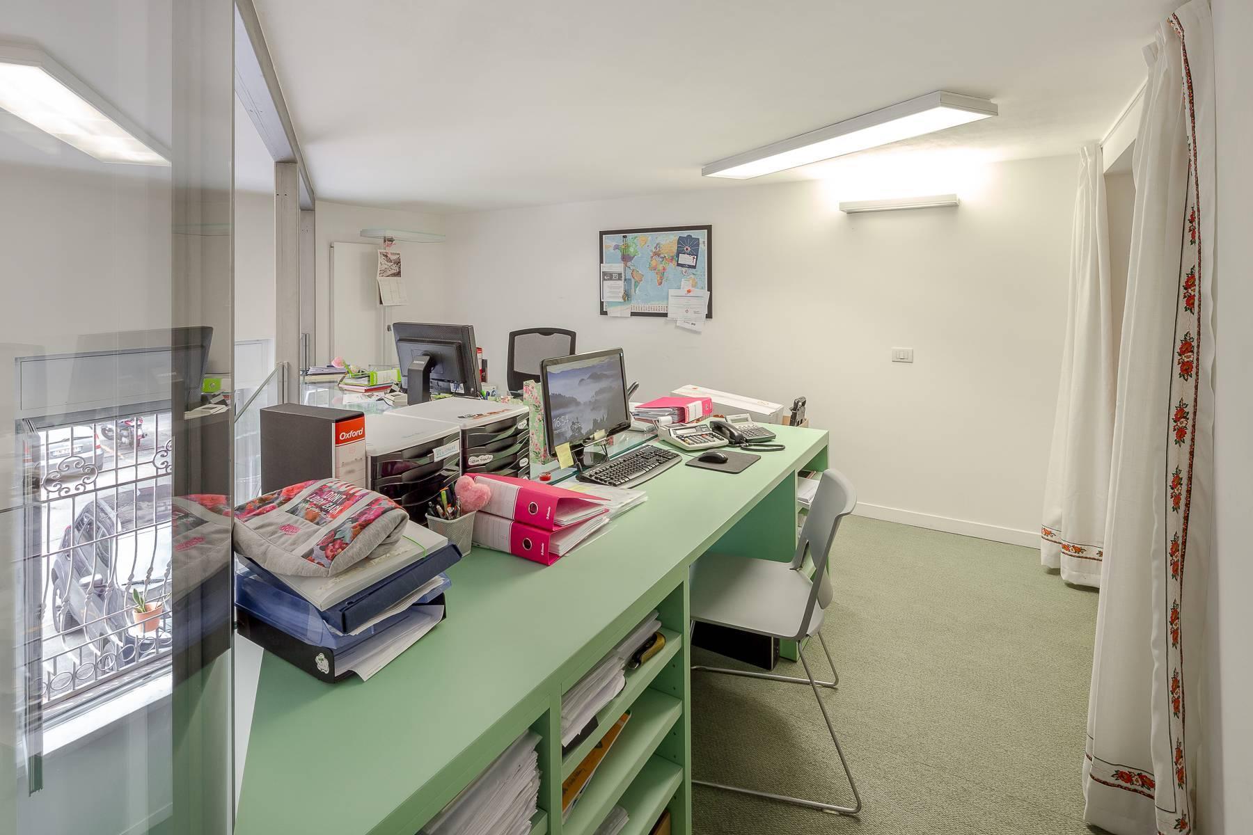 Opne-Space Büro / Wohnimmobilie auf der Piazza Giovine Italia / Via Aurelio Saffi - 7