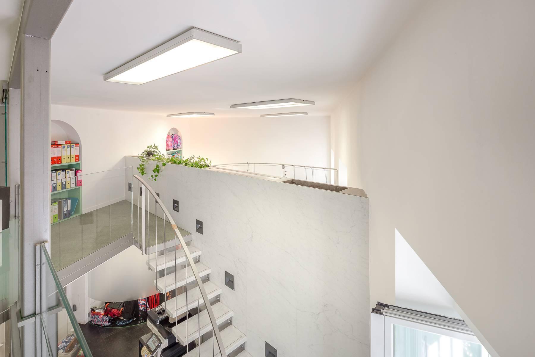 Opne-Space Büro / Wohnimmobilie auf der Piazza Giovine Italia / Via Aurelio Saffi - 15