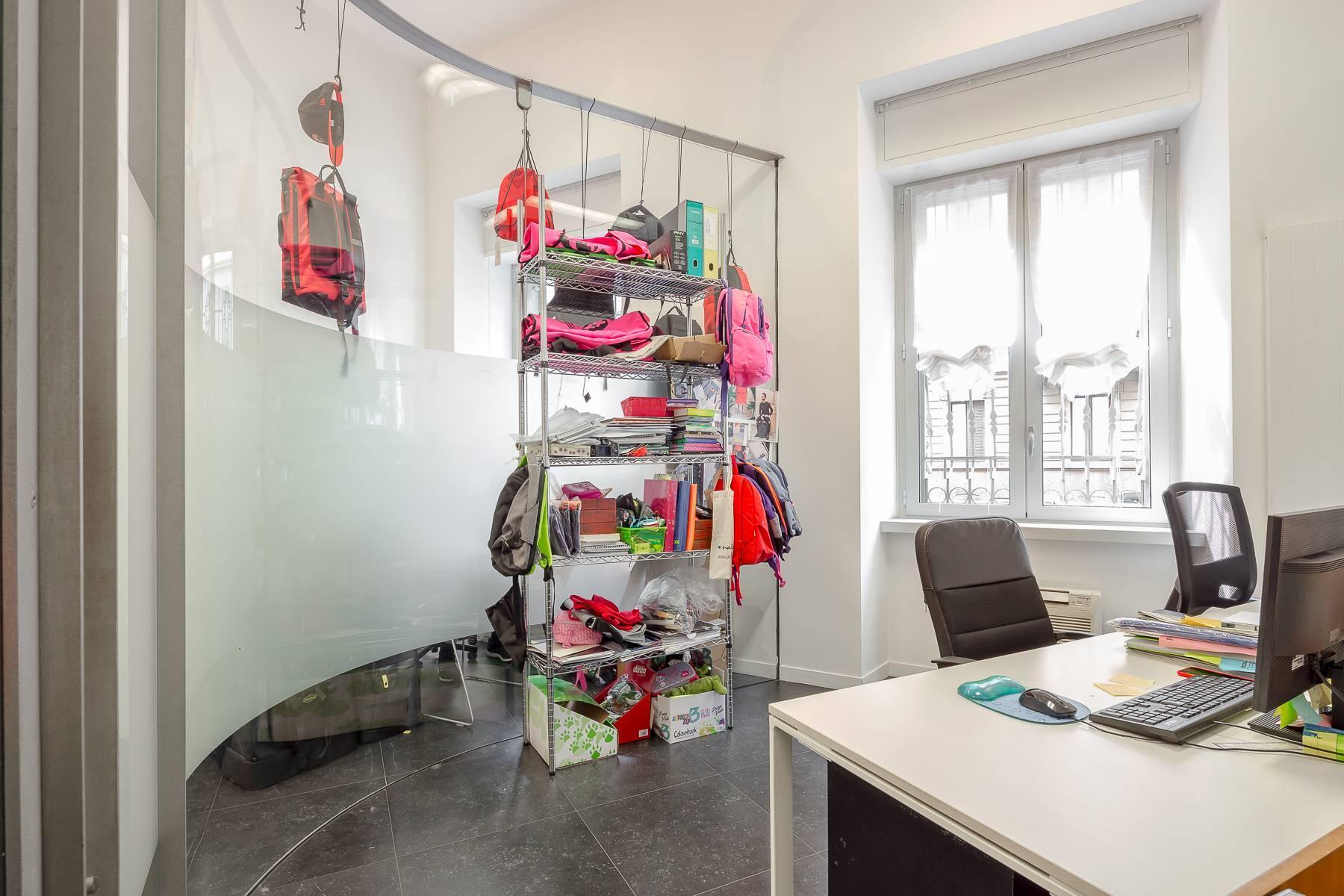 Opne-Space Büro / Wohnimmobilie auf der Piazza Giovine Italia / Via Aurelio Saffi - 12
