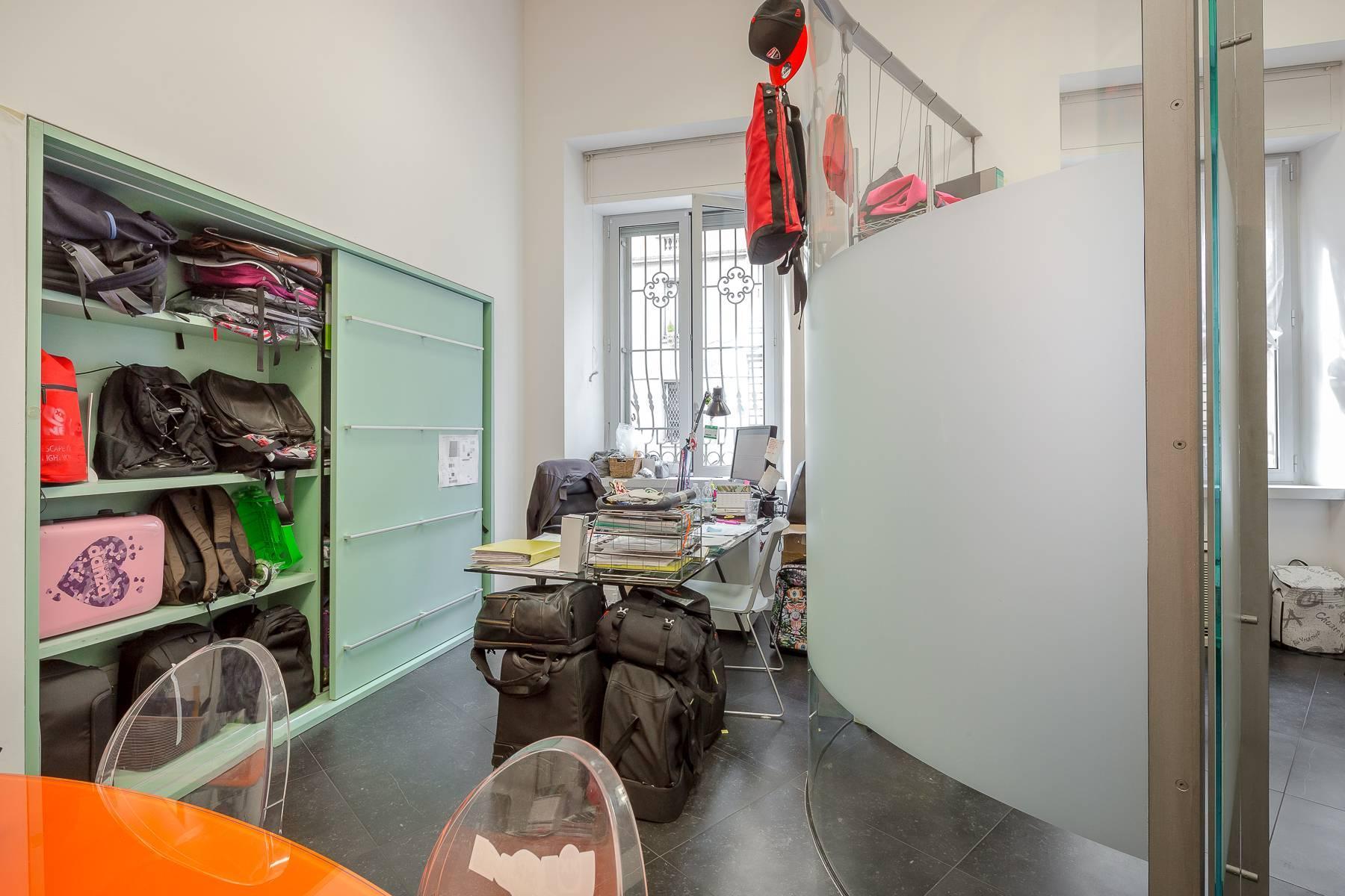 Opne-Space Büro / Wohnimmobilie auf der Piazza Giovine Italia / Via Aurelio Saffi - 22
