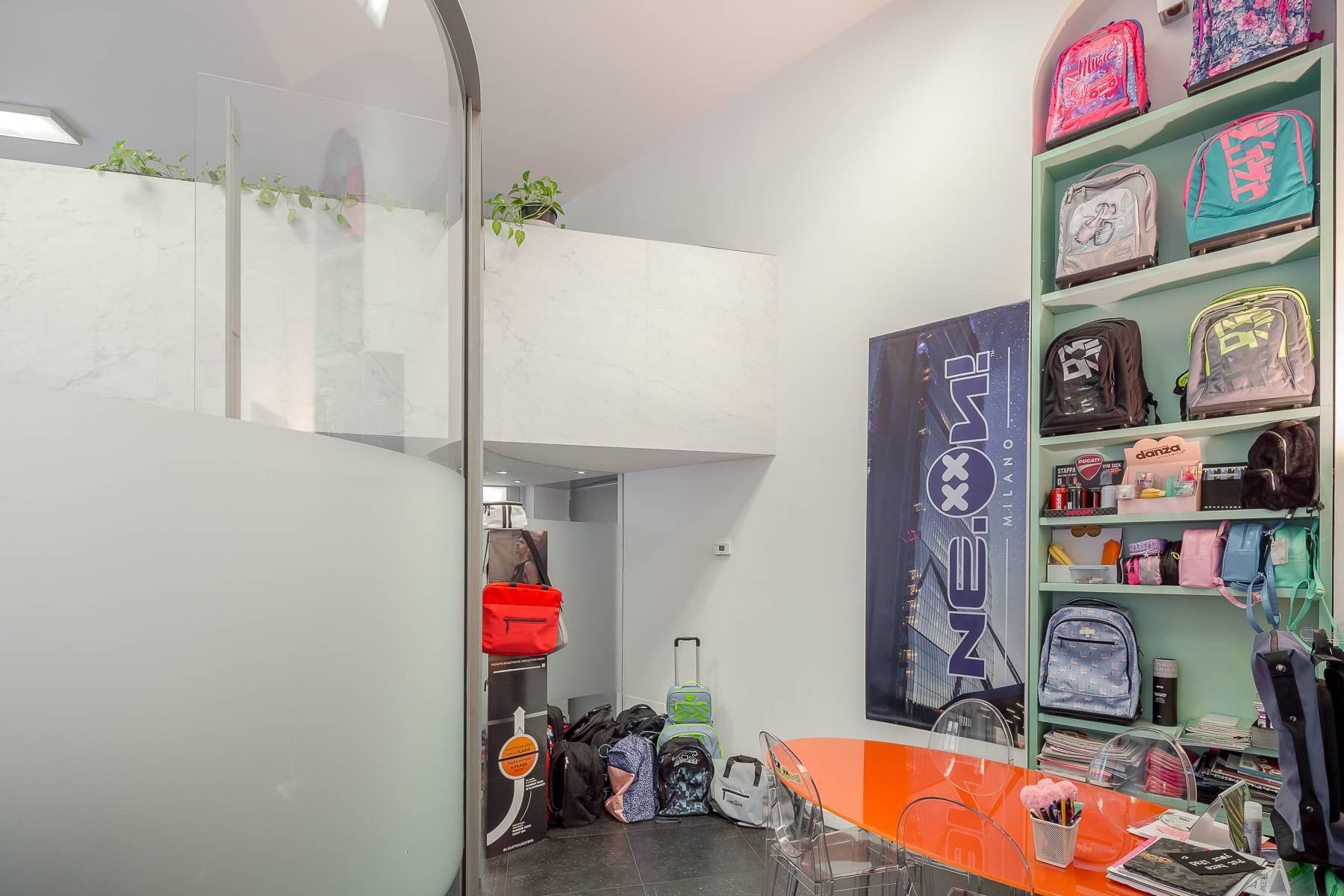 Opne-Space Büro / Wohnimmobilie auf der Piazza Giovine Italia / Via Aurelio Saffi - 23
