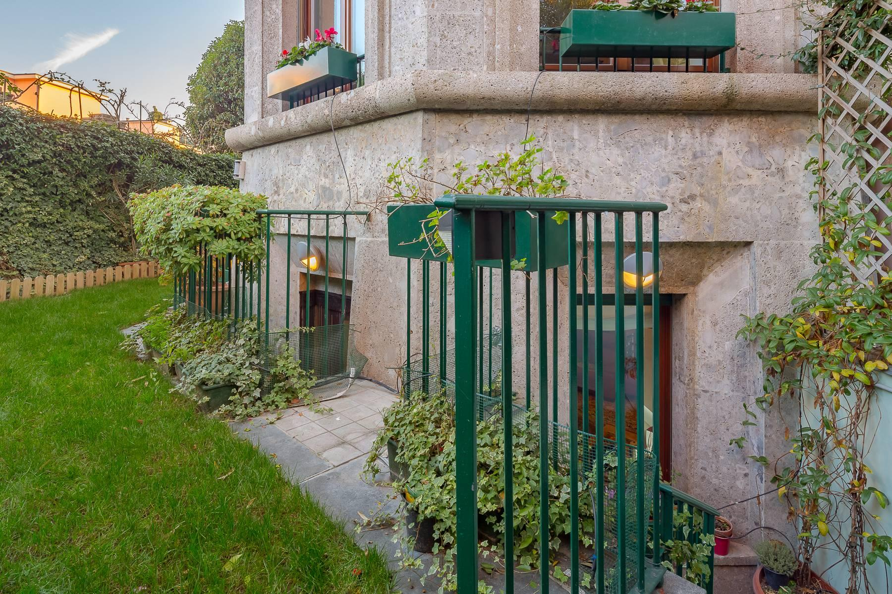 Semi-detached apartment on two levels with private garden - 18