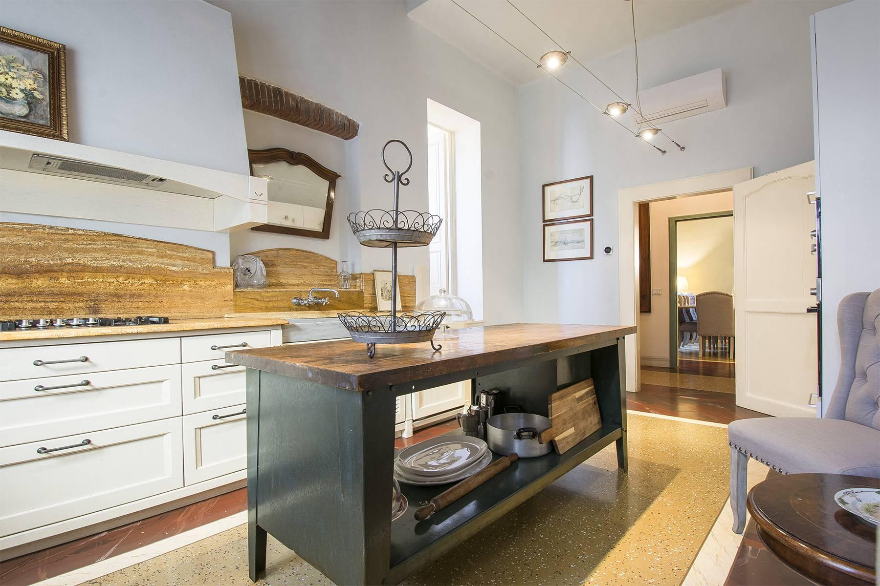 Large Luxury apartment in the heart of Lucca historic centre - 7