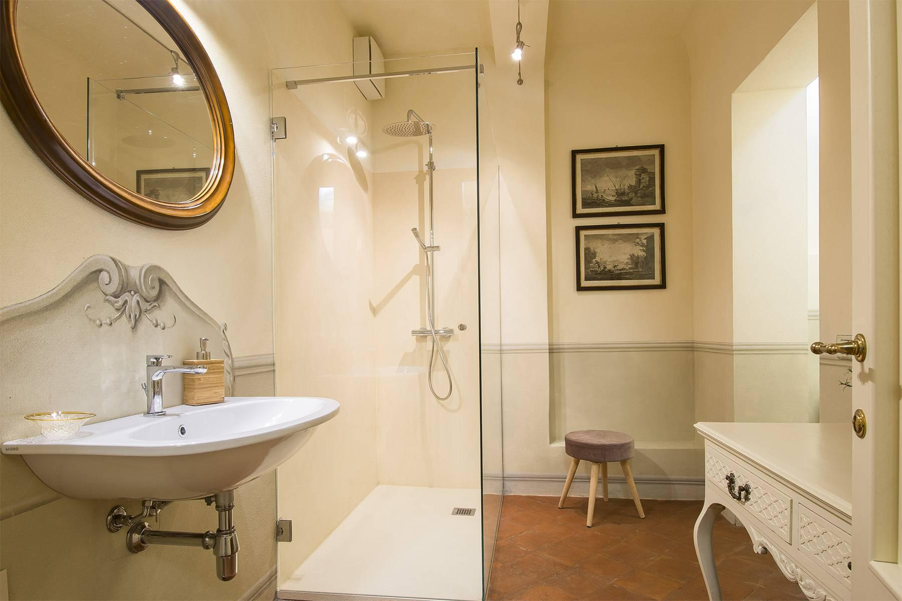 Large Luxury apartment in the heart of Lucca historic centre - 17