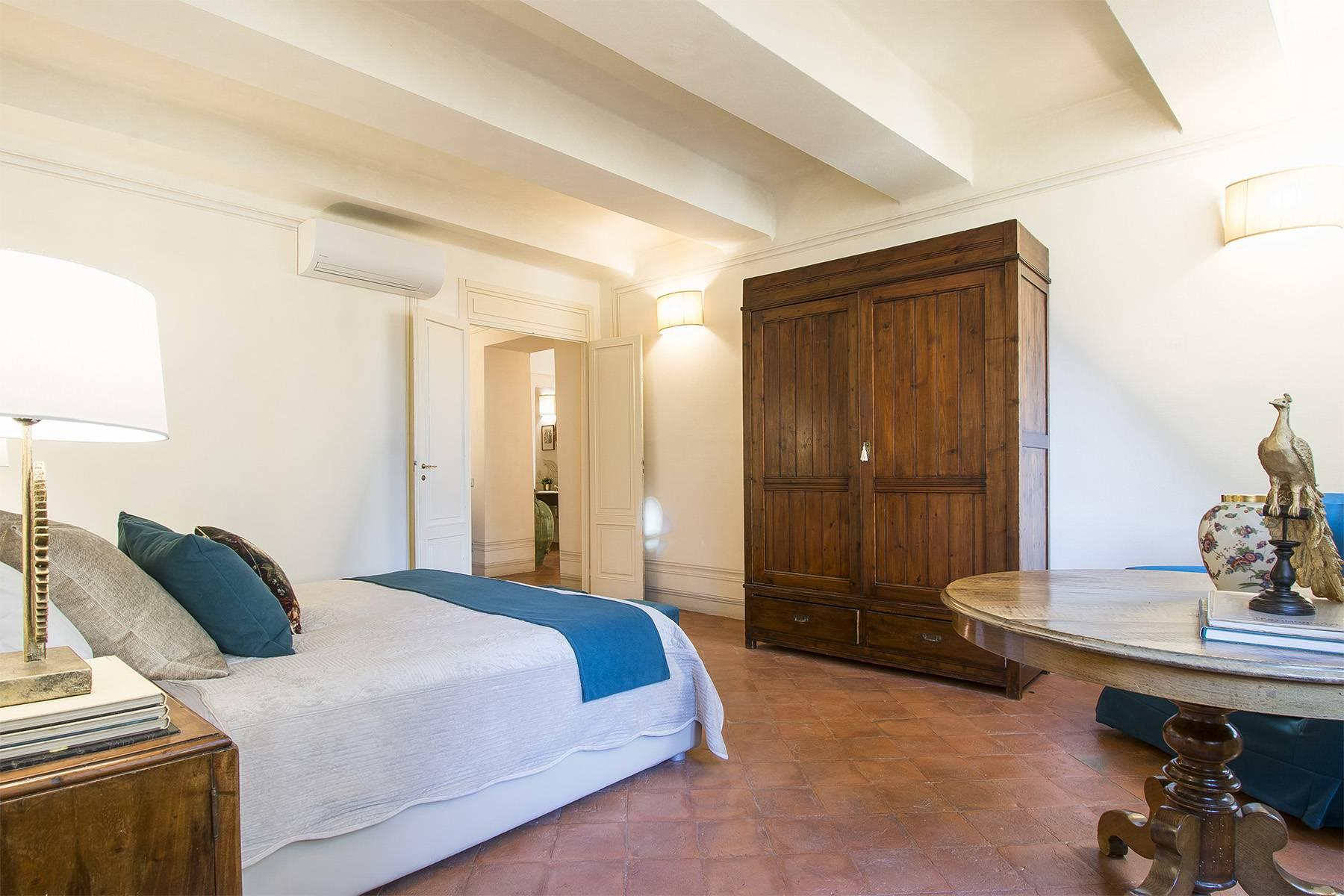 Large Luxury apartment in the heart of Lucca historic centre - 19