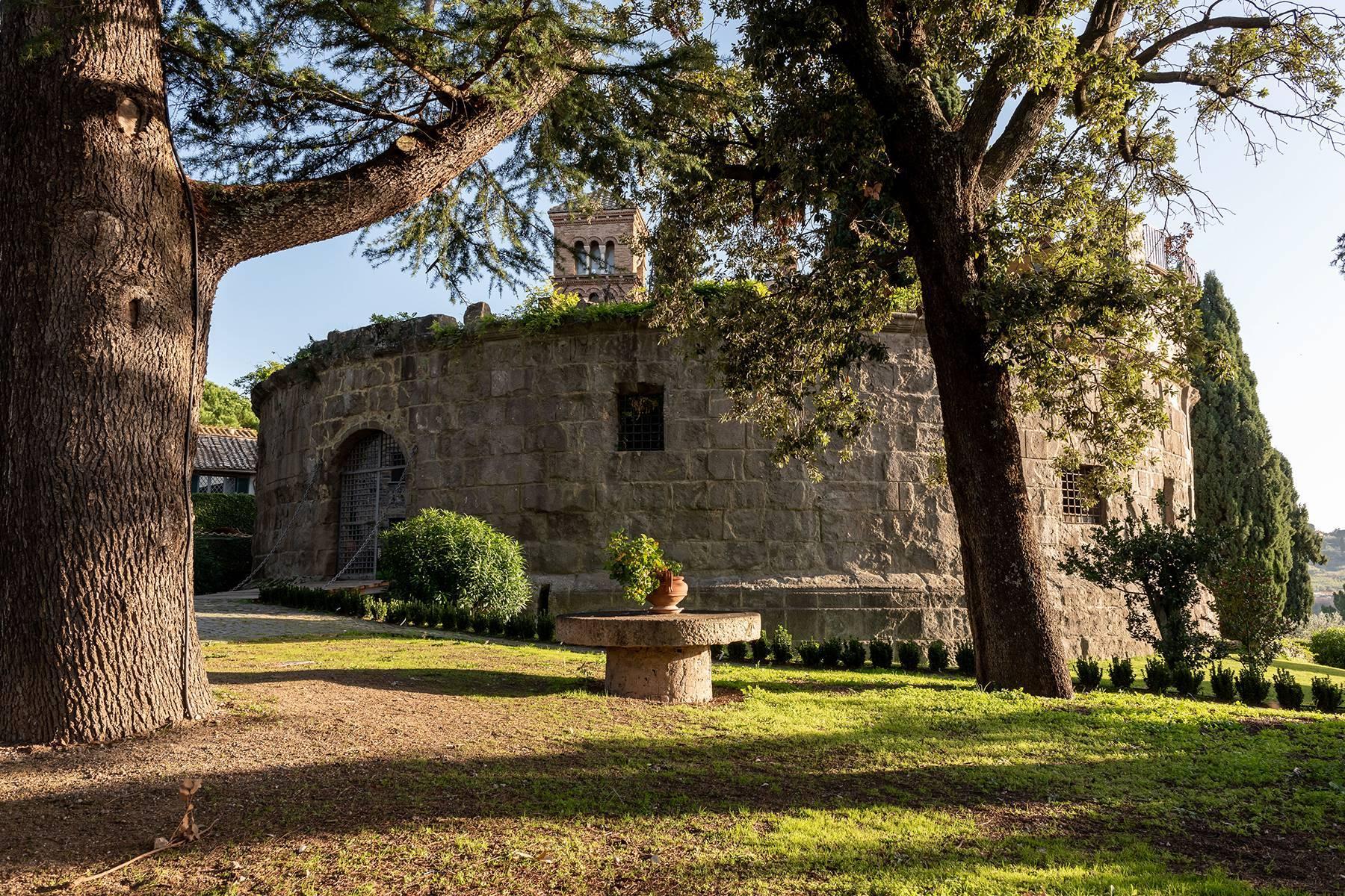 Kloster aus dem dreizehnten Jahrhunderts in der Nähe Roms - 2
