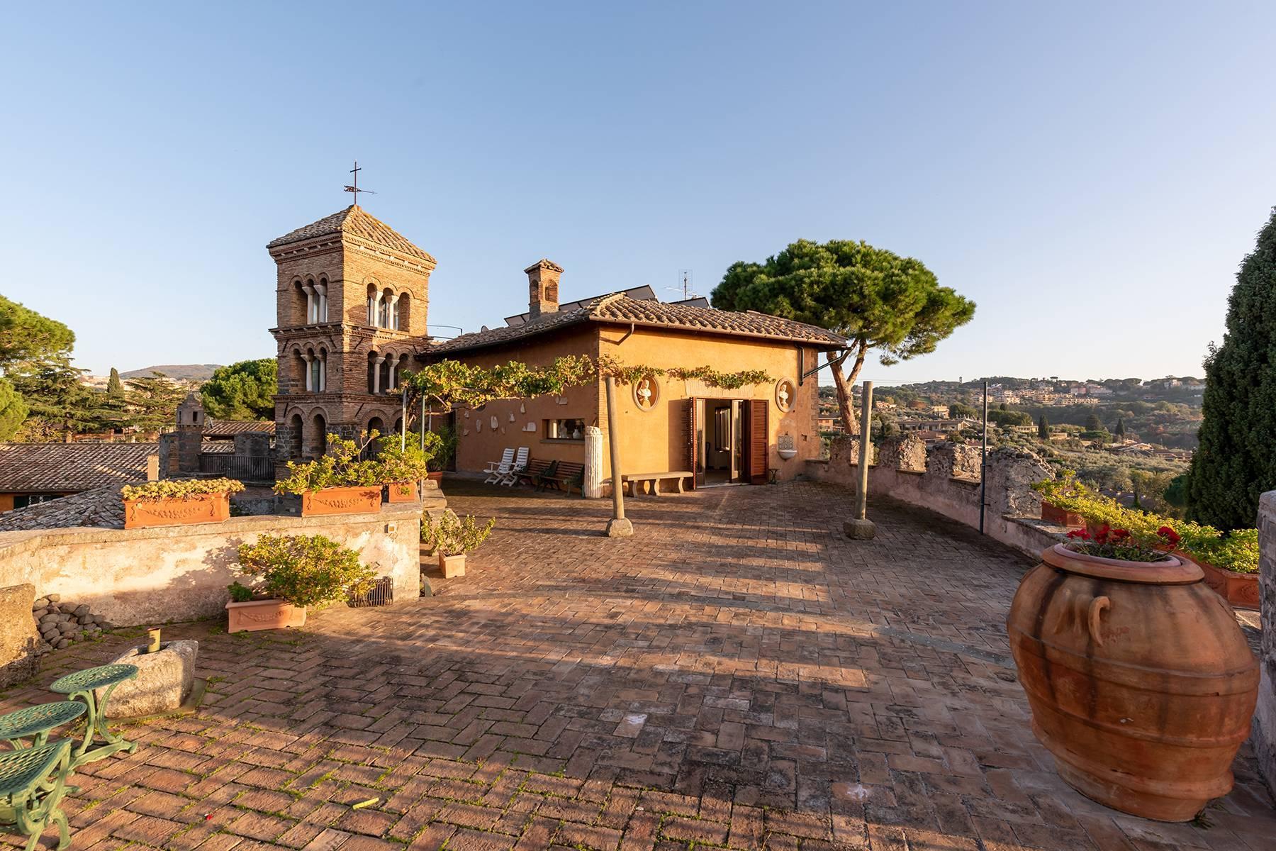 Kloster aus dem dreizehnten Jahrhunderts in der Nähe Roms - 8