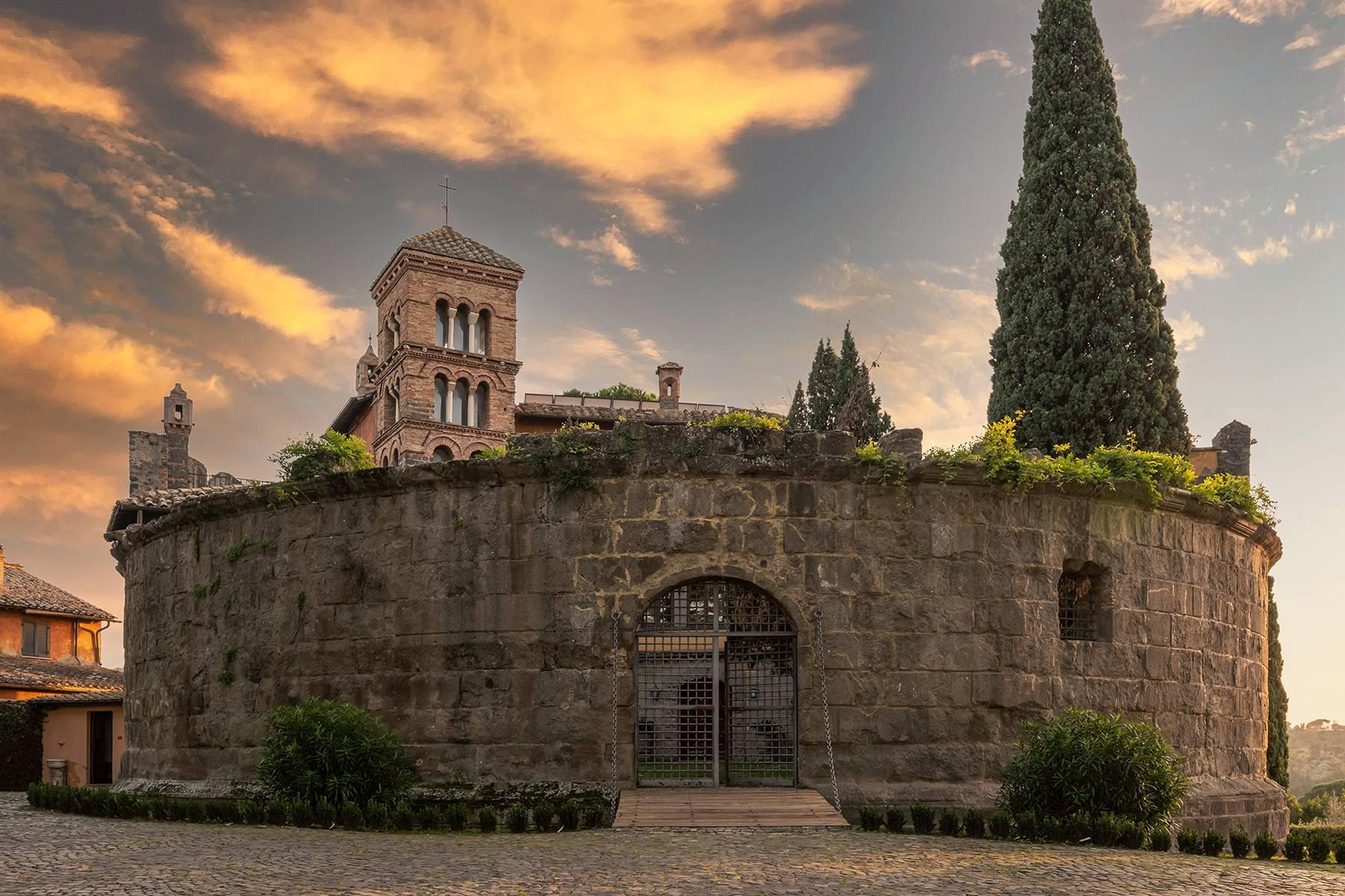 Kloster aus dem dreizehnten Jahrhunderts in der Nähe Roms - 1