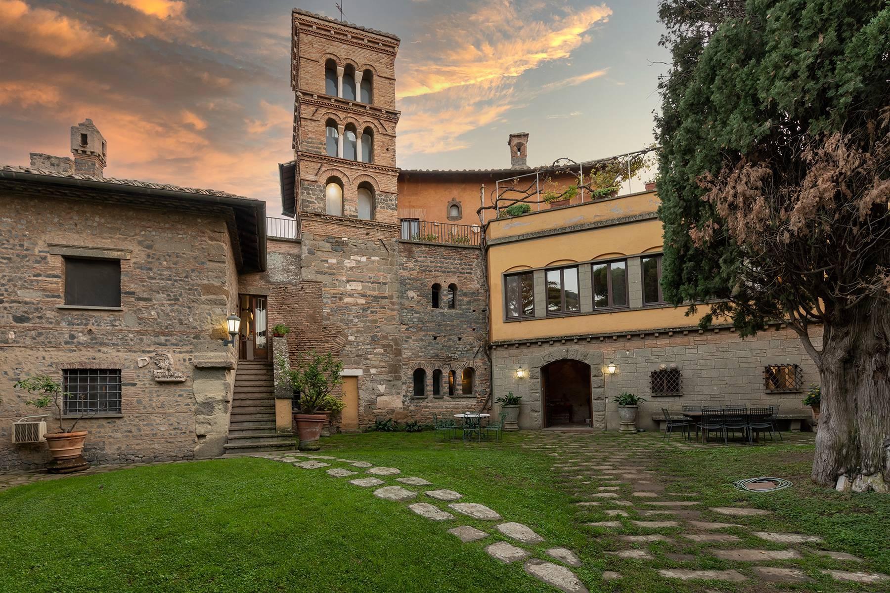 Kloster aus dem dreizehnten Jahrhunderts in der Nähe Roms - 3