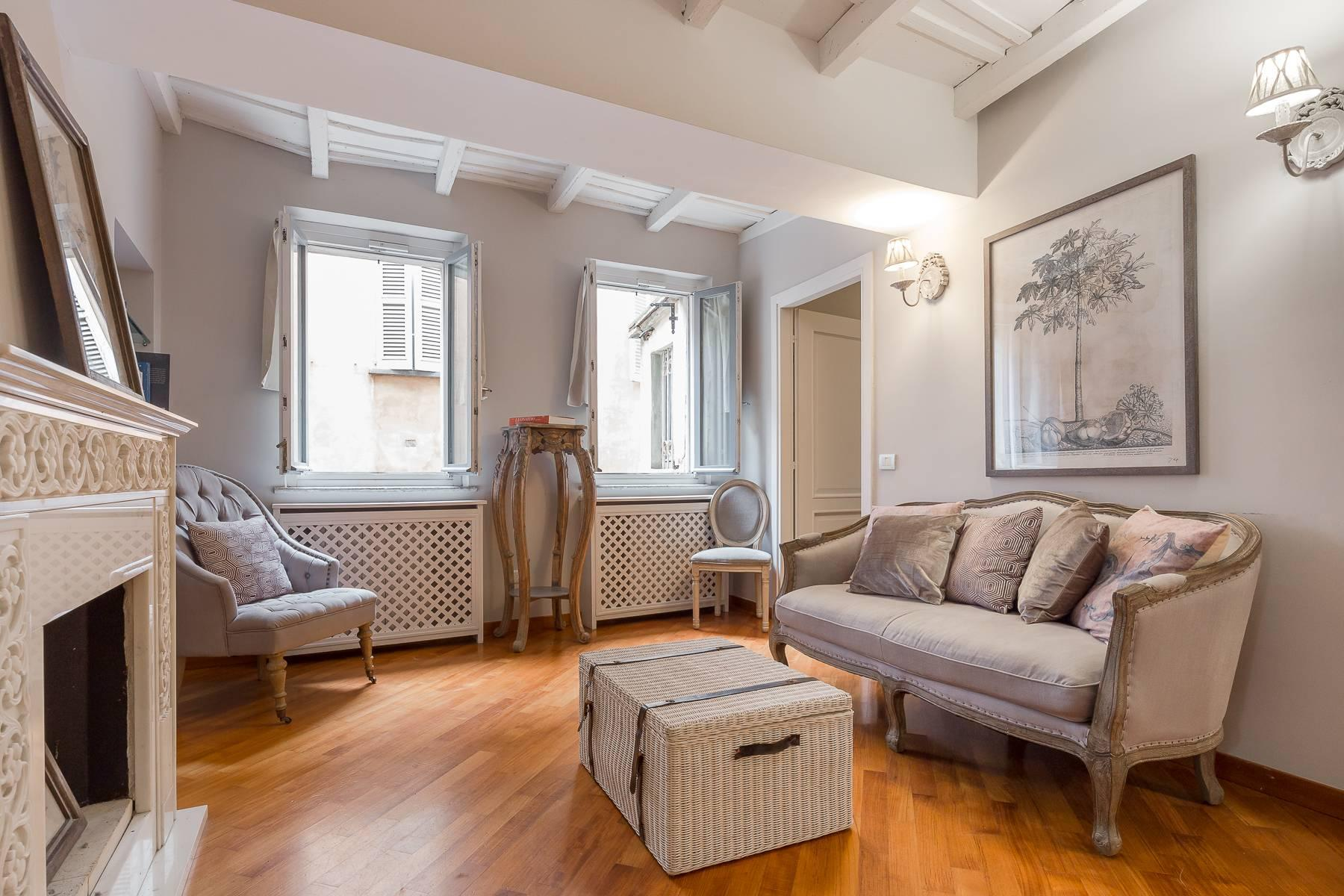 Fully furnished three-room apartment in the heart of Brera - 1