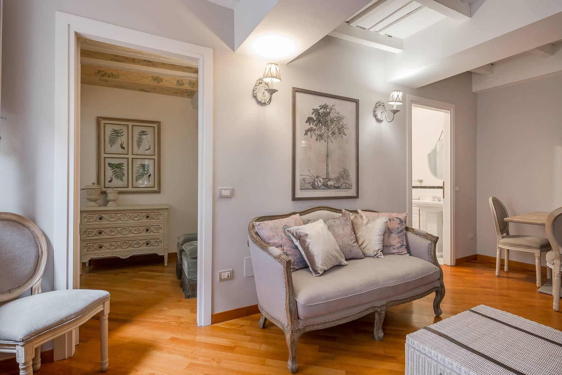 Fully furnished three-room apartment in the heart of Brera - 2