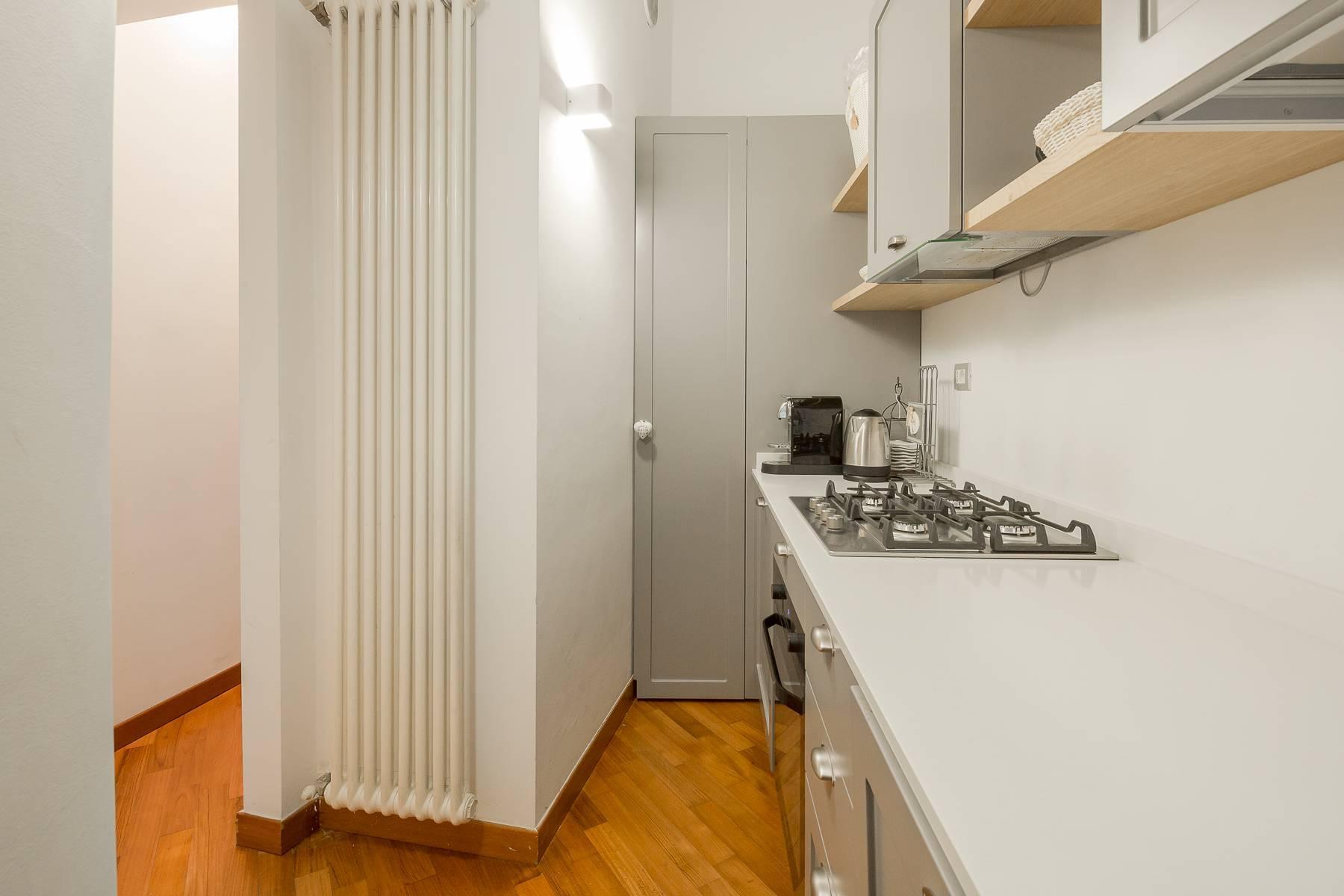 Полностью меблированная трехкомнатная квартира в самом центре Бреры - 17