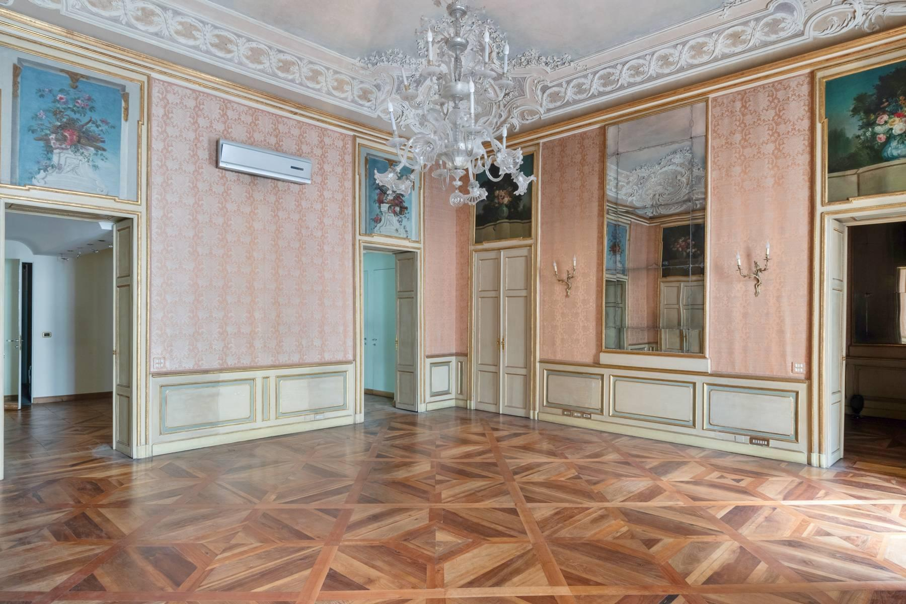 Magnificent apartment in historical Palazzo - 12