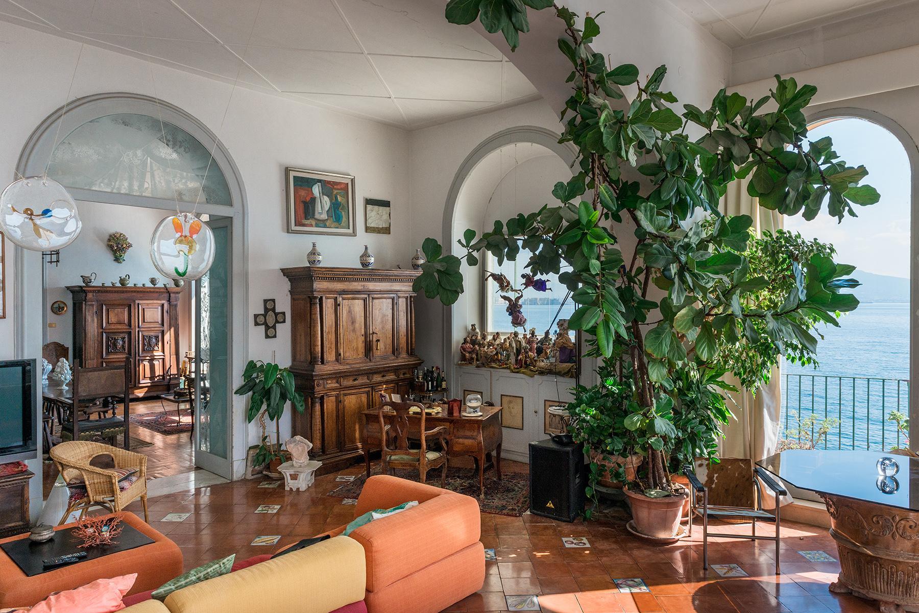 Первая линия моря! Потрясающие апартаменты в старинной вилле в Неаполе, Италия - 34
