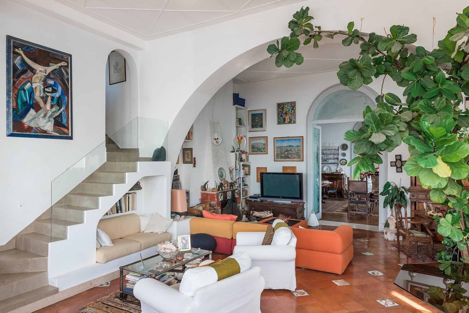 Первая линия моря! Потрясающие апартаменты в старинной вилле в Неаполе, Италия - 33