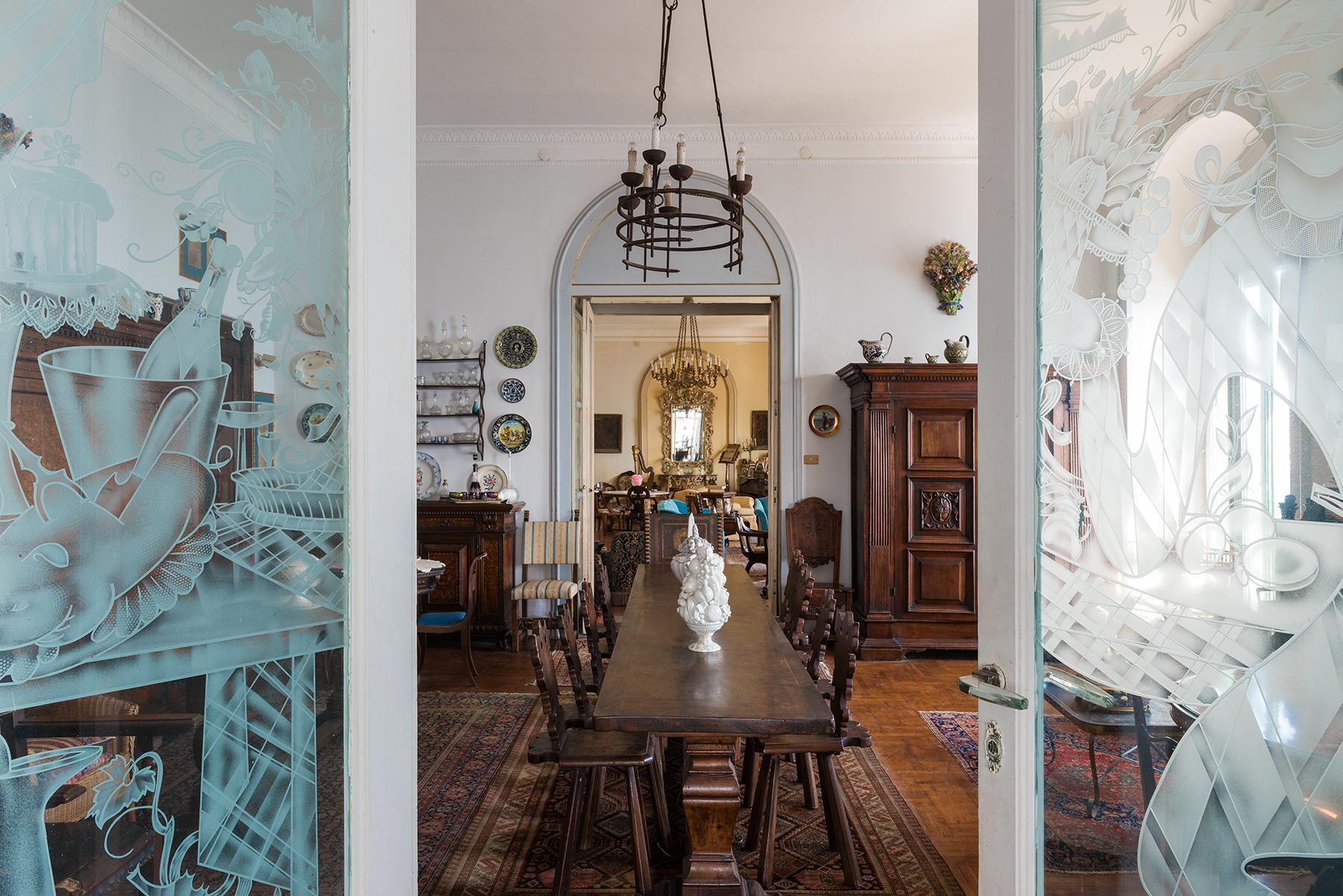 Первая линия моря! Потрясающие апартаменты в старинной вилле в Неаполе, Италия - 35